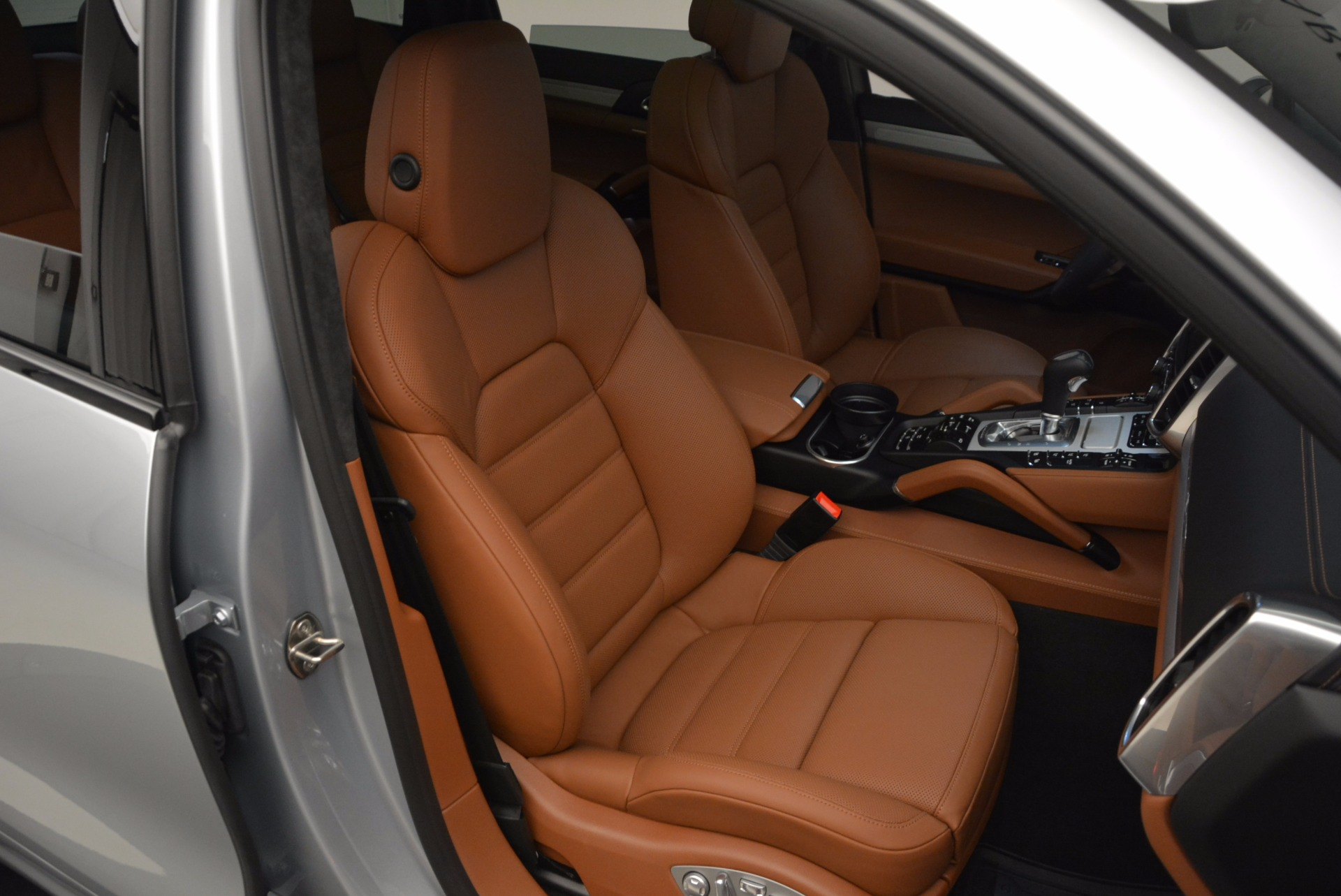 Used 2016 Porsche Cayenne Turbo For Sale In Greenwich, CT. Alfa Romeo of Greenwich, 7165 1000_p44