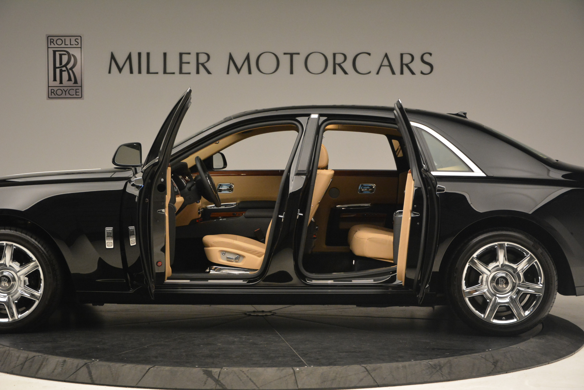 Used 2013 Rolls-Royce Ghost  For Sale In Greenwich, CT. Alfa Romeo of Greenwich, 7169 1014_p14