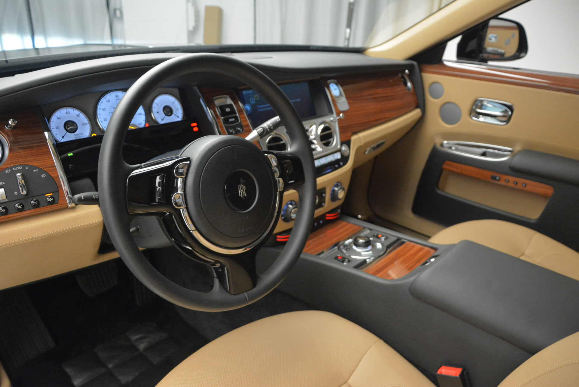 Used 2013 Rolls-Royce Ghost  For Sale In Greenwich, CT. Alfa Romeo of Greenwich, 7169 1014_p17