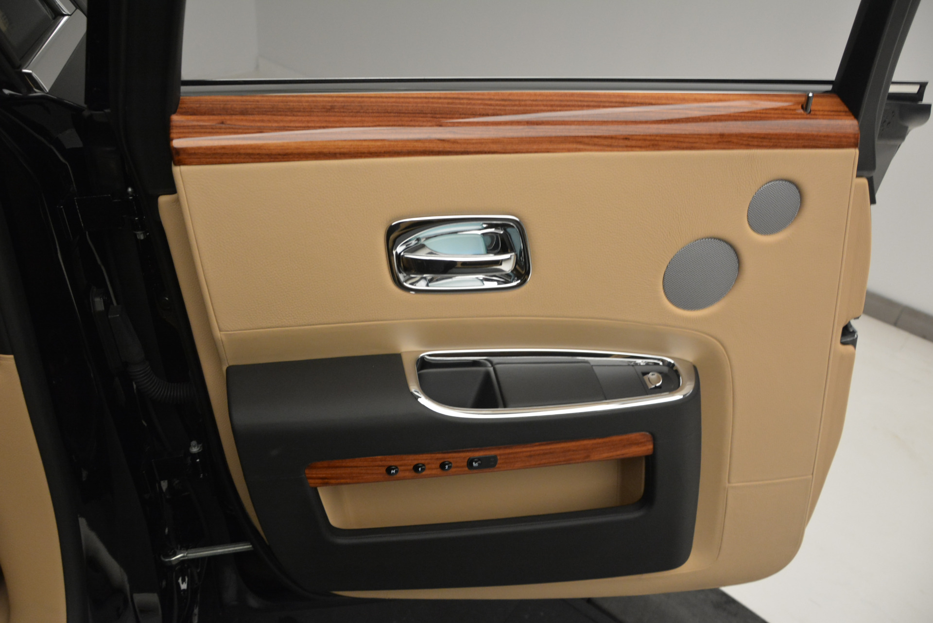 Used 2013 Rolls-Royce Ghost  For Sale In Greenwich, CT. Alfa Romeo of Greenwich, 7169 1014_p19