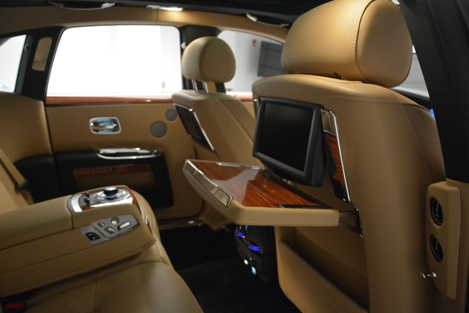 Used 2013 Rolls-Royce Ghost  For Sale In Greenwich, CT. Alfa Romeo of Greenwich, 7169 1014_p33