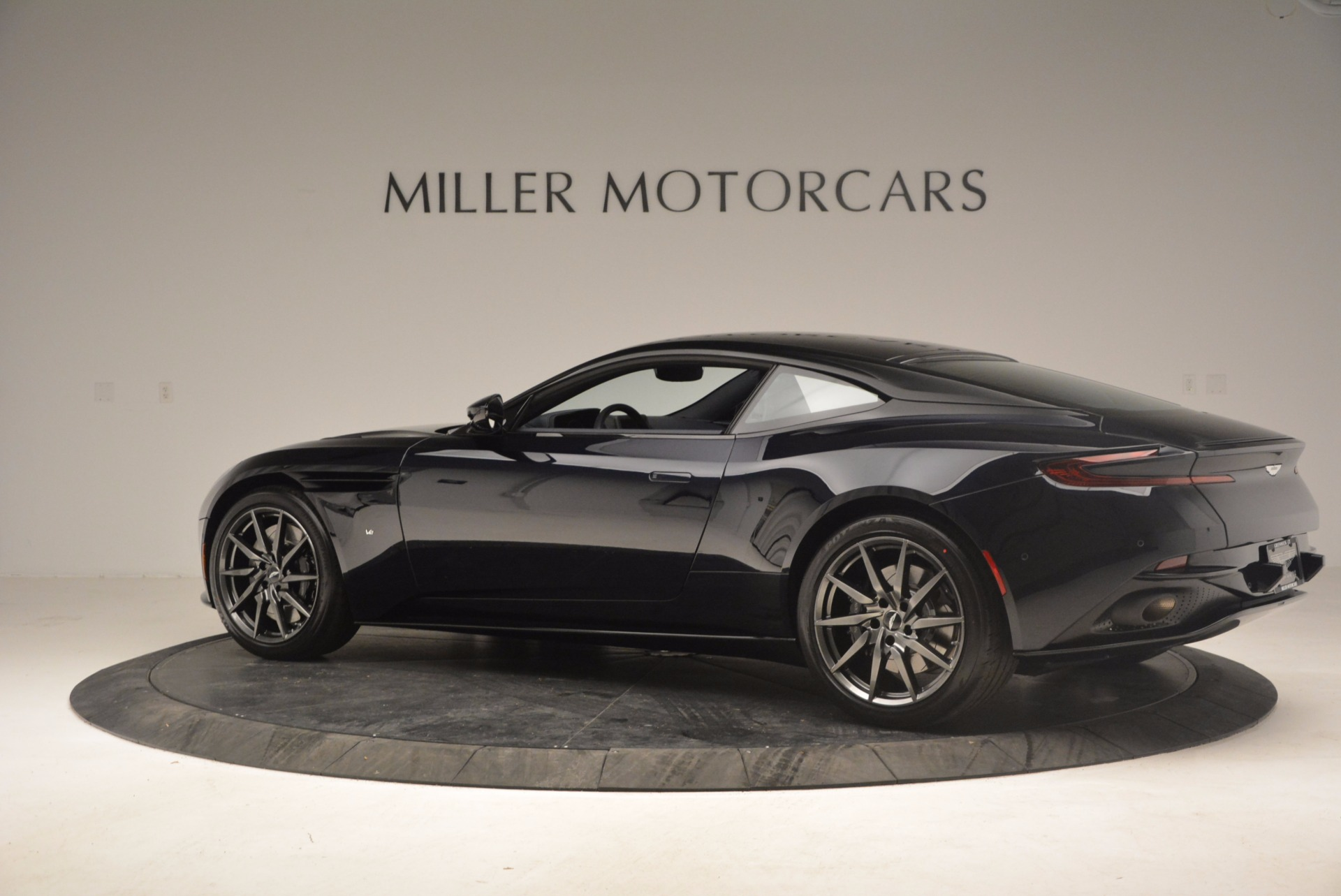 Used 2017 Aston Martin DB11 V12 Coupe For Sale $176900 In Greenwich, CT 1026_p4