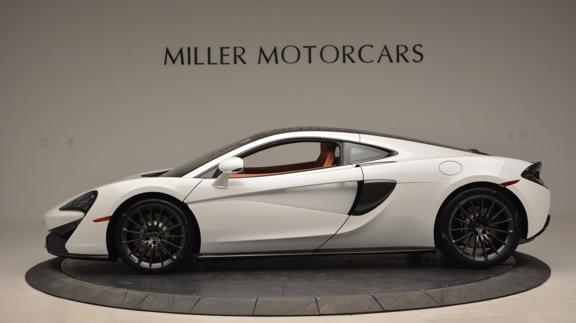 Used 2017 McLaren 570GT  For Sale In Greenwich, CT. Alfa Romeo of Greenwich, MC293 1074_p3