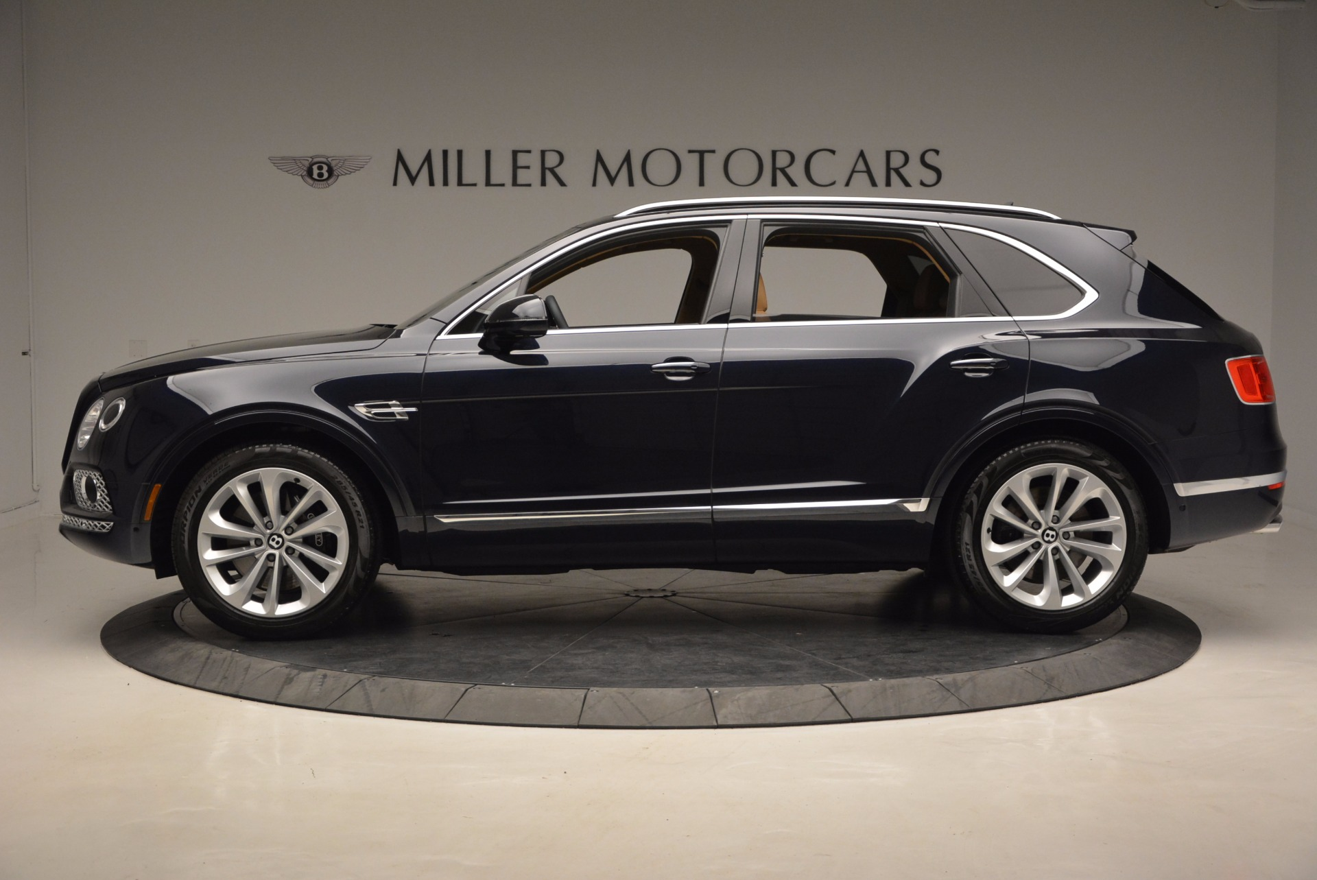 Used 2017 Bentley Bentayga W12 For Sale In Greenwich, CT. Alfa Romeo of Greenwich, M2166A 1077_p3