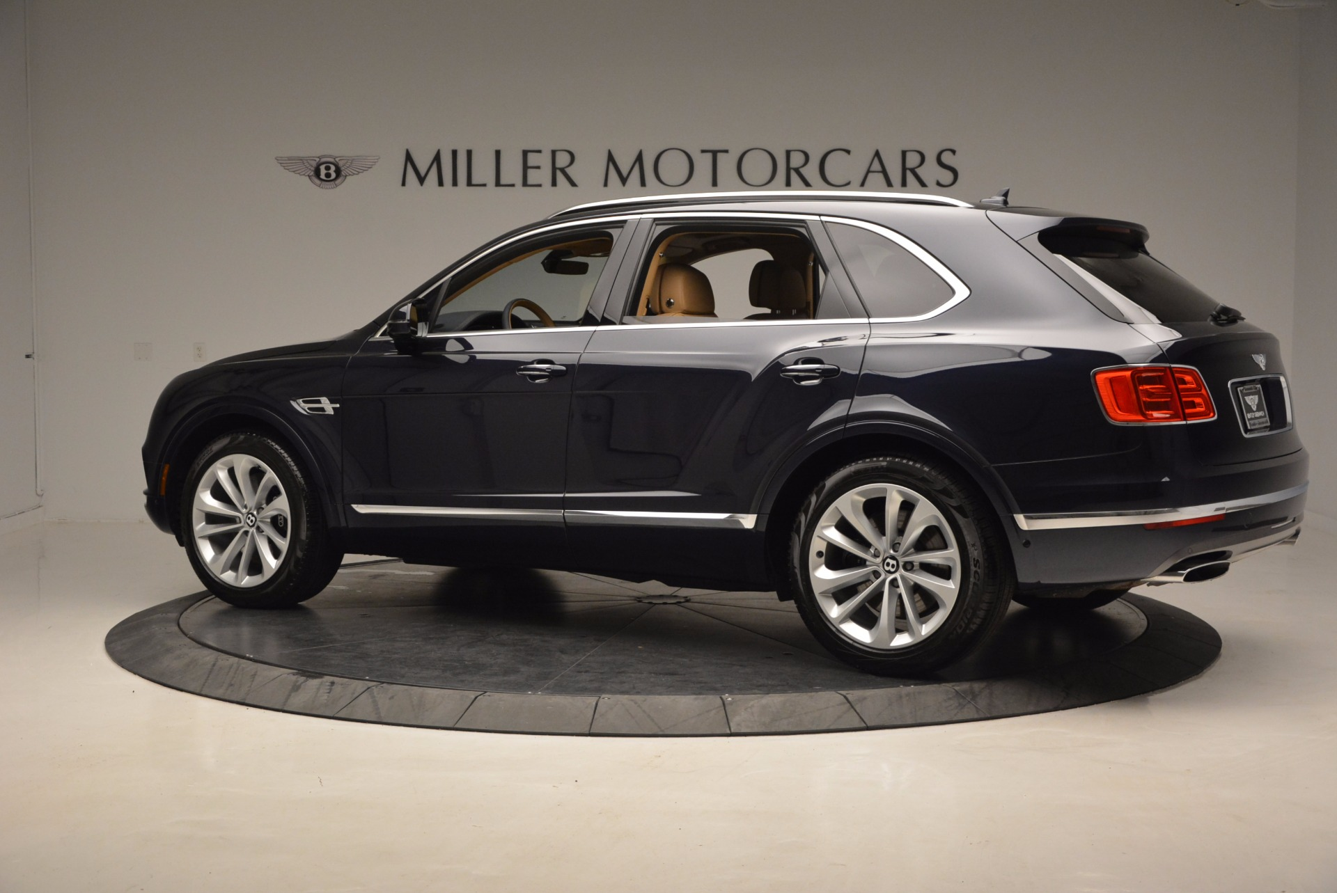 Used 2017 Bentley Bentayga W12 For Sale In Greenwich, CT. Alfa Romeo of Greenwich, M2166A 1077_p4