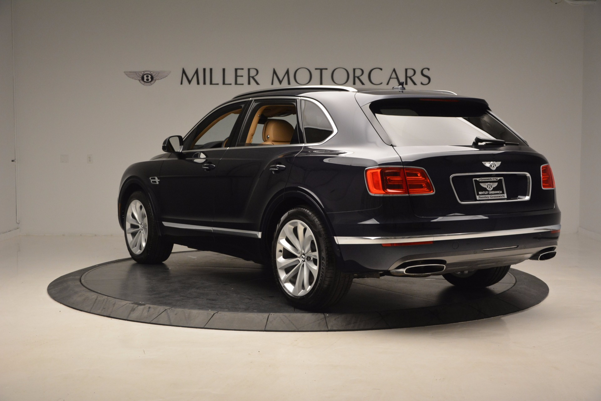 Used 2017 Bentley Bentayga W12 For Sale In Greenwich, CT. Alfa Romeo of Greenwich, M2166A 1077_p5
