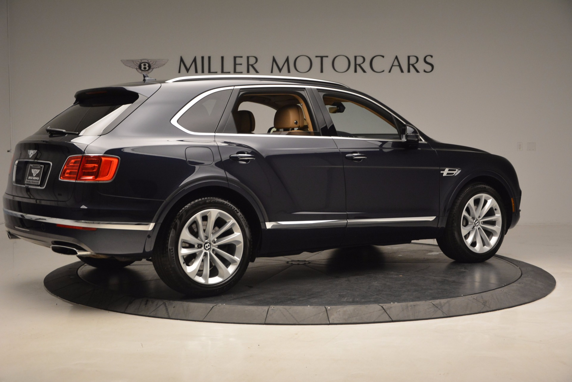 Used 2017 Bentley Bentayga W12 For Sale In Greenwich, CT. Alfa Romeo of Greenwich, M2166A 1077_p8
