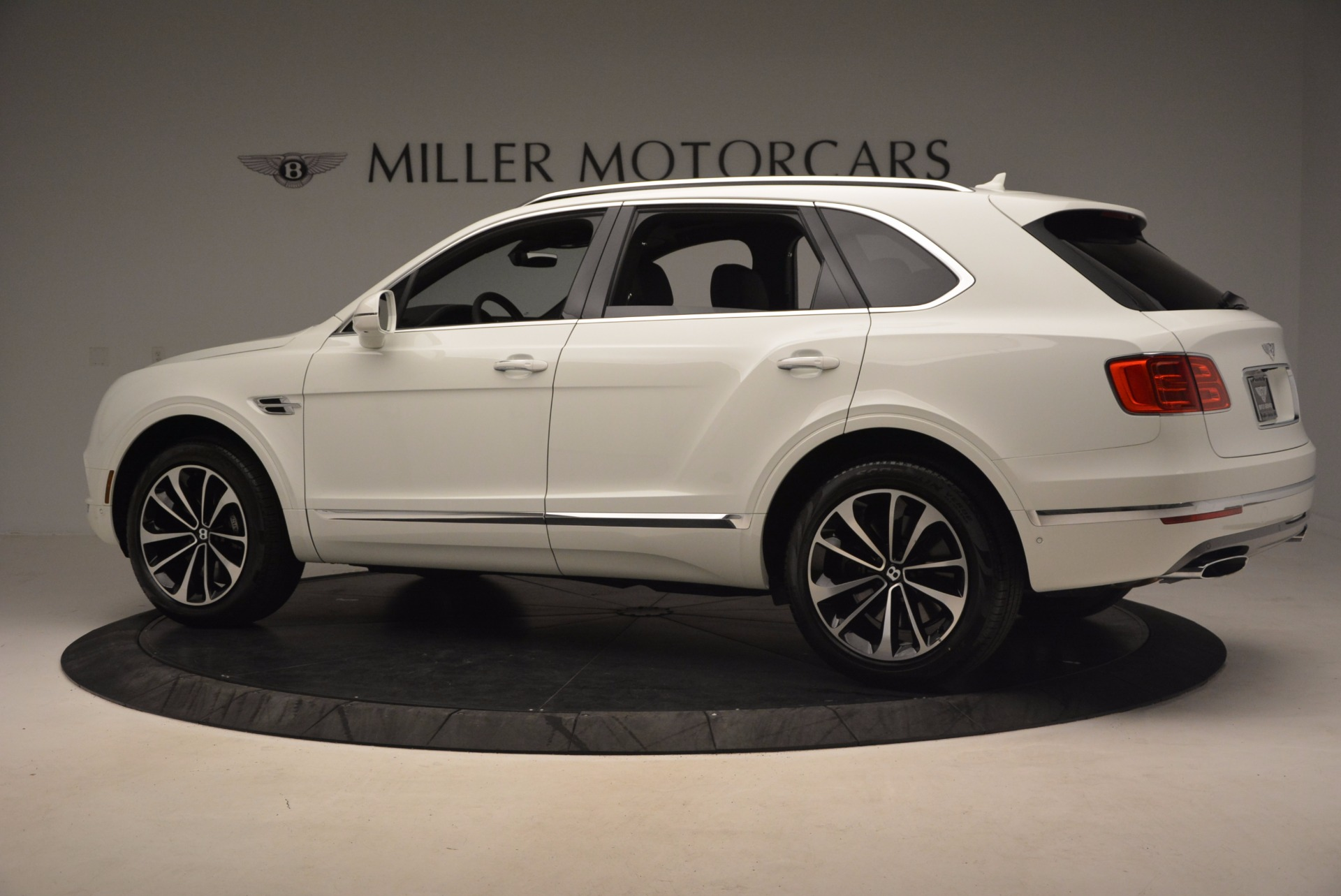 Used 2017 Bentley Bentayga  For Sale In Greenwich, CT. Alfa Romeo of Greenwich, B1235 1091_p4