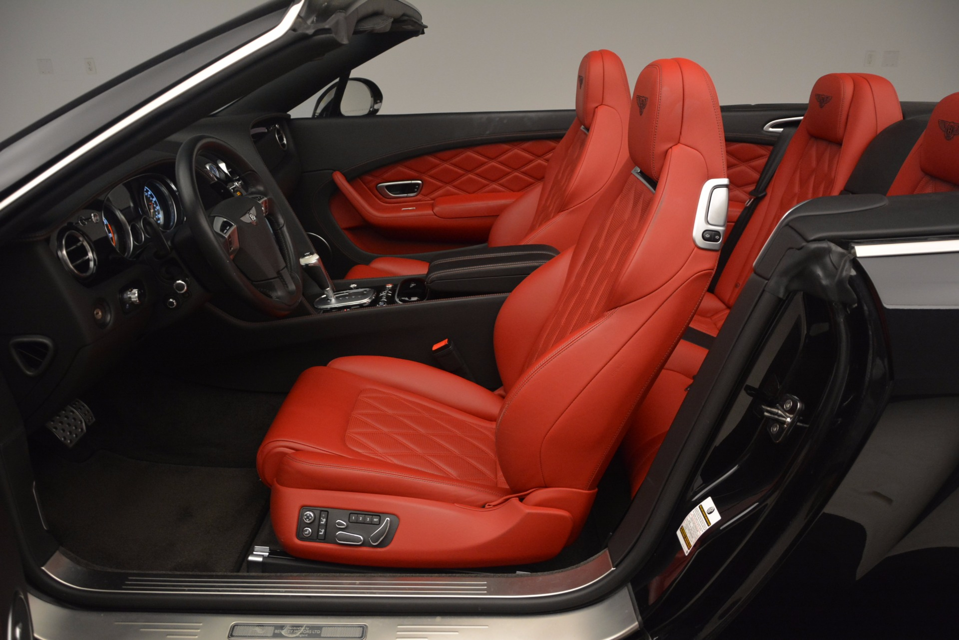 Used 2012 Bentley Continental GT W12 Convertible For Sale In Greenwich, CT. Alfa Romeo of Greenwich, 7188 1104_p36