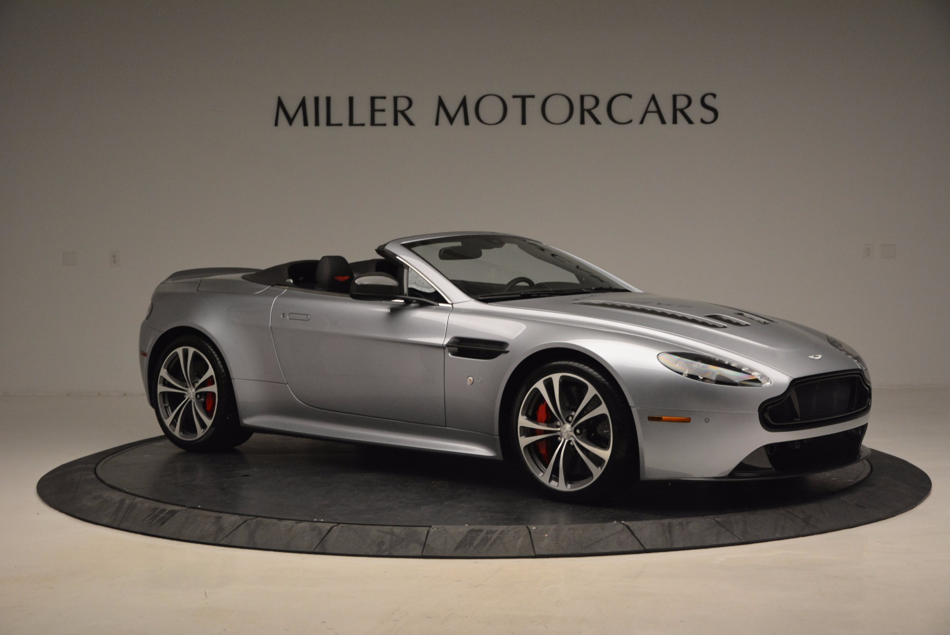 Used 2015 Aston Martin V12 Vantage S Roadster For Sale In Greenwich, CT. Alfa Romeo of Greenwich, 7197 1130_p10