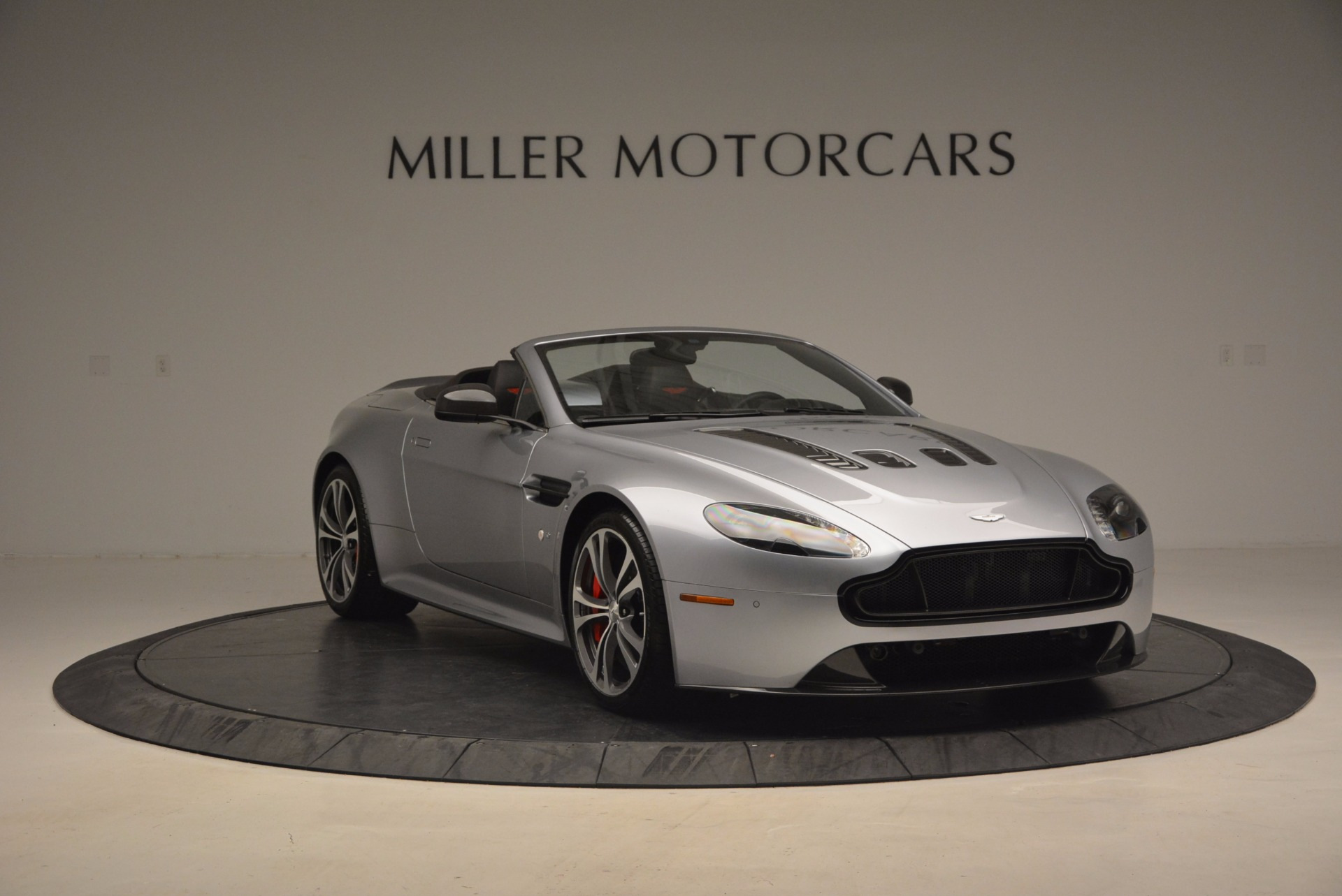 Used 2015 Aston Martin V12 Vantage S Roadster For Sale In Greenwich, CT. Alfa Romeo of Greenwich, 7197 1130_p11