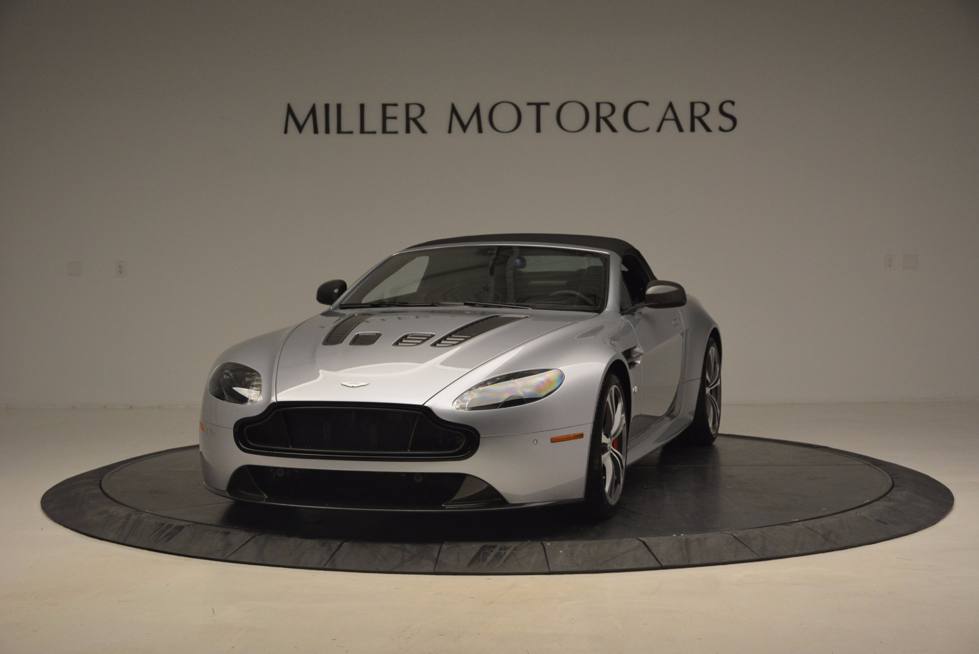 Used 2015 Aston Martin V12 Vantage S Roadster For Sale In Greenwich, CT. Alfa Romeo of Greenwich, 7197 1130_p13