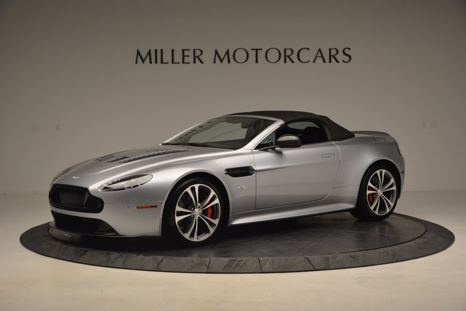 Used 2015 Aston Martin V12 Vantage S Roadster For Sale In Greenwich, CT. Alfa Romeo of Greenwich, 7197 1130_p14