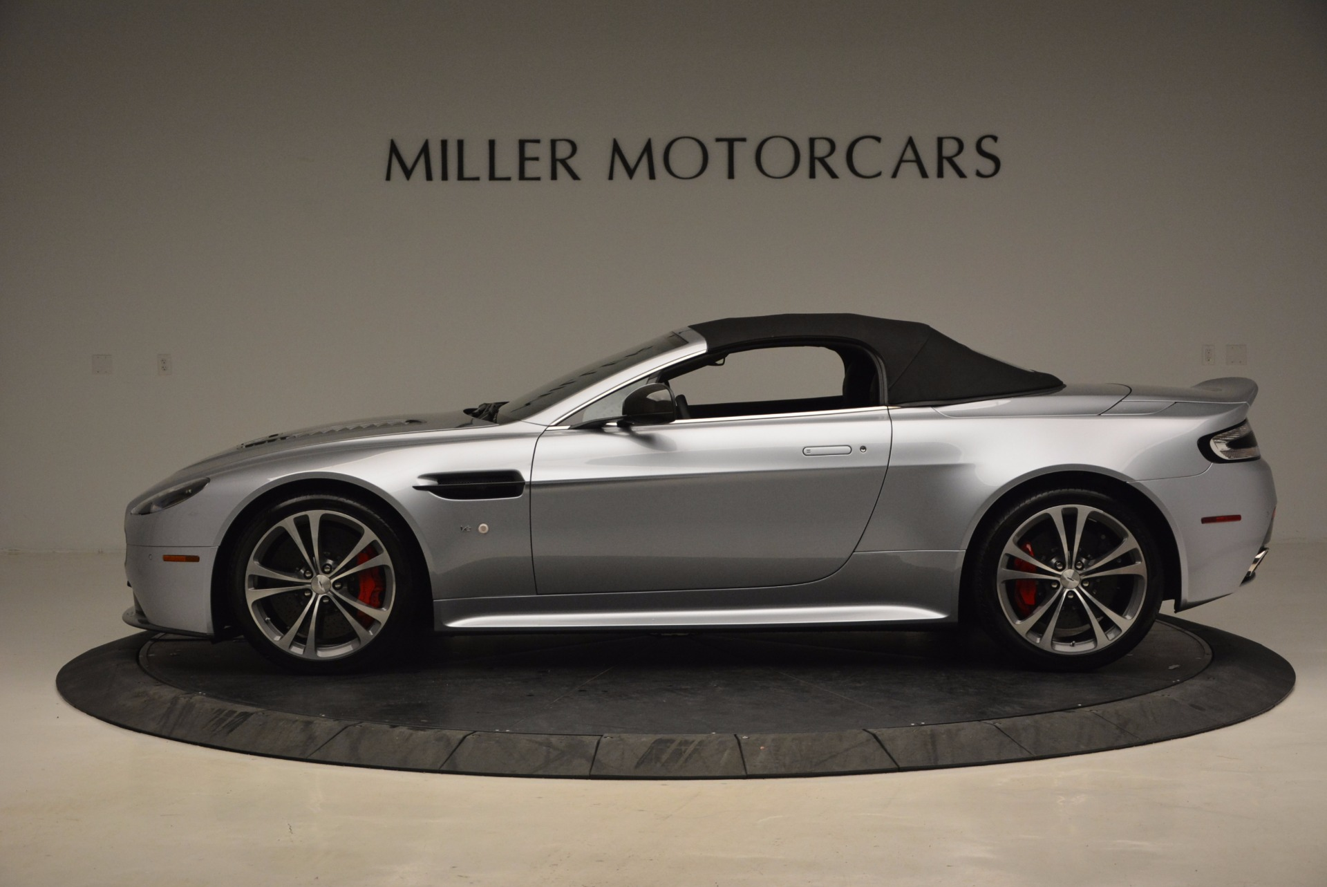 Used 2015 Aston Martin V12 Vantage S Roadster For Sale In Greenwich, CT. Alfa Romeo of Greenwich, 7197 1130_p15