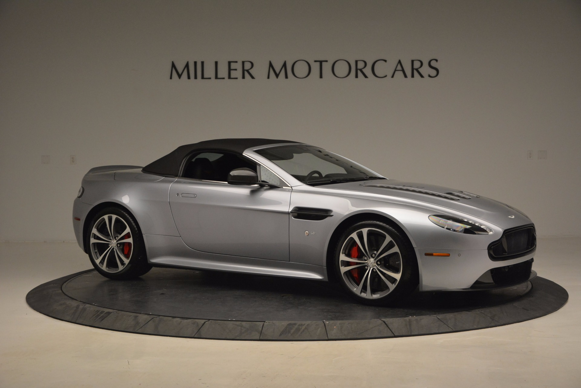 Used 2015 Aston Martin V12 Vantage S Roadster For Sale In Greenwich, CT. Alfa Romeo of Greenwich, 7197 1130_p22