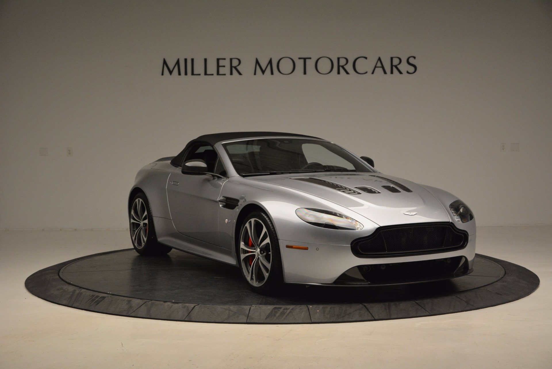 Used 2015 Aston Martin V12 Vantage S Roadster For Sale In Greenwich, CT. Alfa Romeo of Greenwich, 7197 1130_p23
