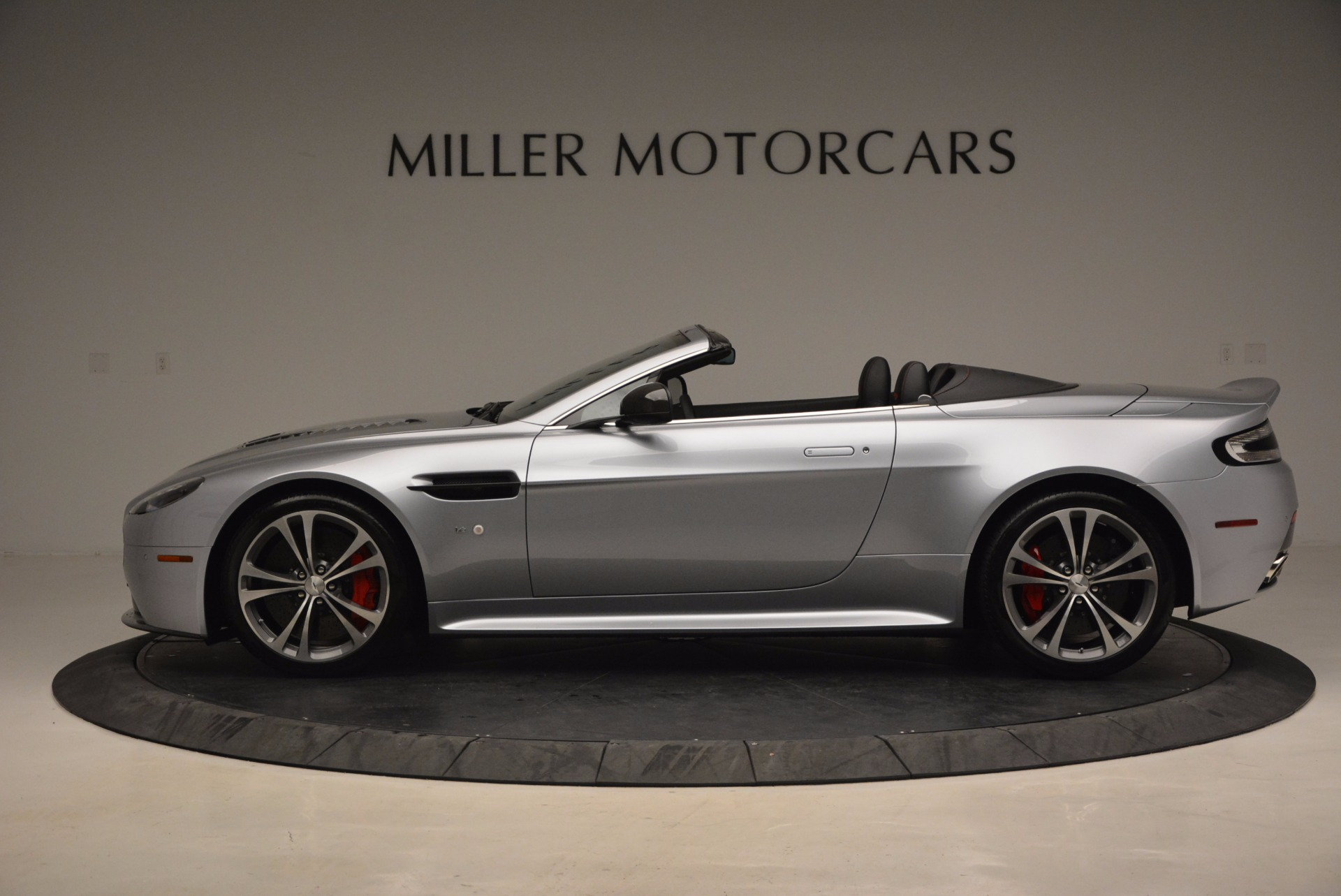 Used 2015 Aston Martin V12 Vantage S Roadster For Sale In Greenwich, CT. Alfa Romeo of Greenwich, 7197 1130_p3