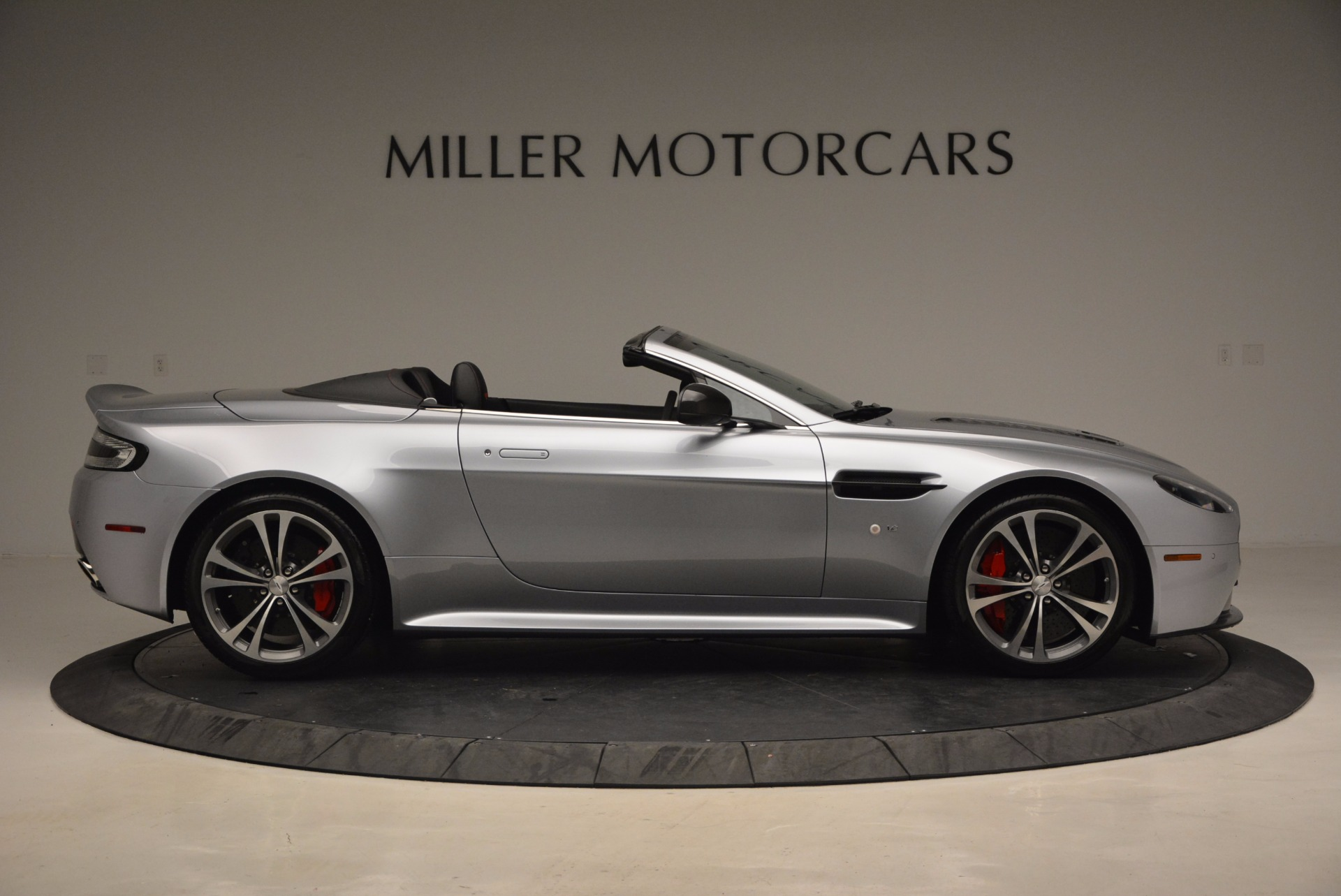 Used 2015 Aston Martin V12 Vantage S Roadster For Sale In Greenwich, CT. Alfa Romeo of Greenwich, 7197 1130_p9