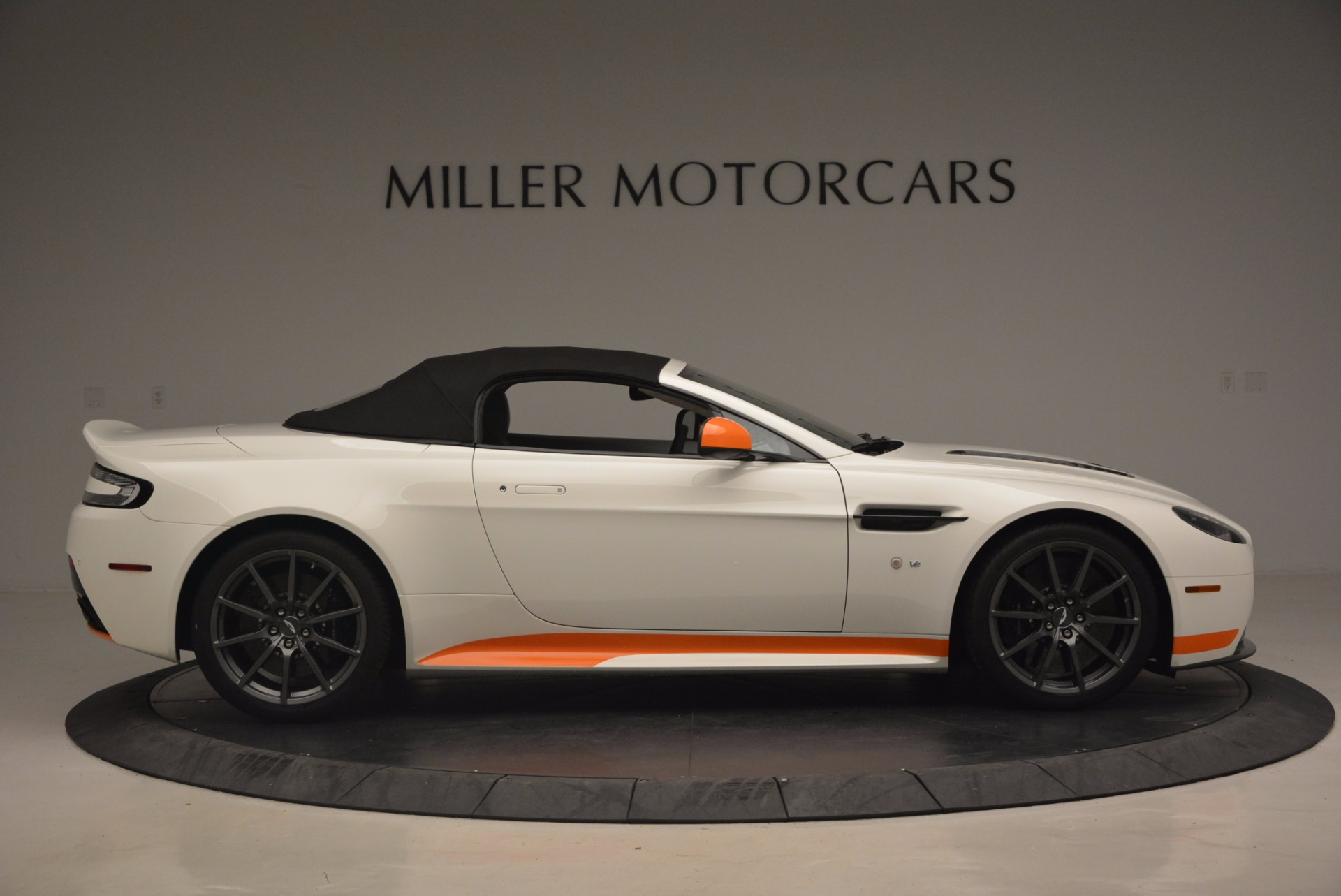 Used 2017 Aston Martin V12 Vantage S Convertible For Sale In Greenwich, CT. Alfa Romeo of Greenwich, 7514 1134_p21