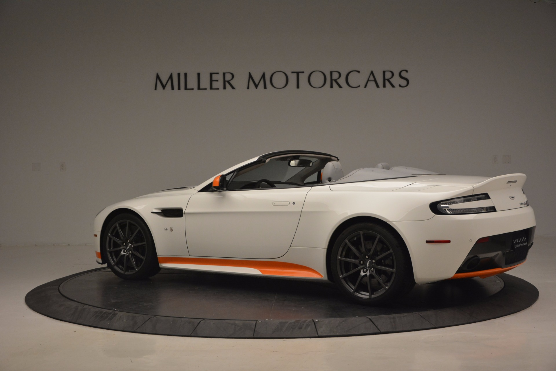 Used 2017 Aston Martin V12 Vantage S Convertible For Sale In Greenwich, CT. Alfa Romeo of Greenwich, 7514 1134_p4