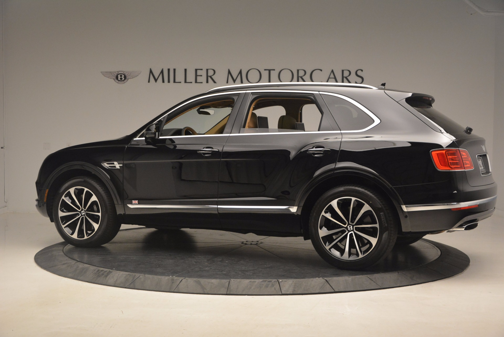 Used 2017 Bentley Bentayga  For Sale In Greenwich, CT. Alfa Romeo of Greenwich, B1253 1139_p4