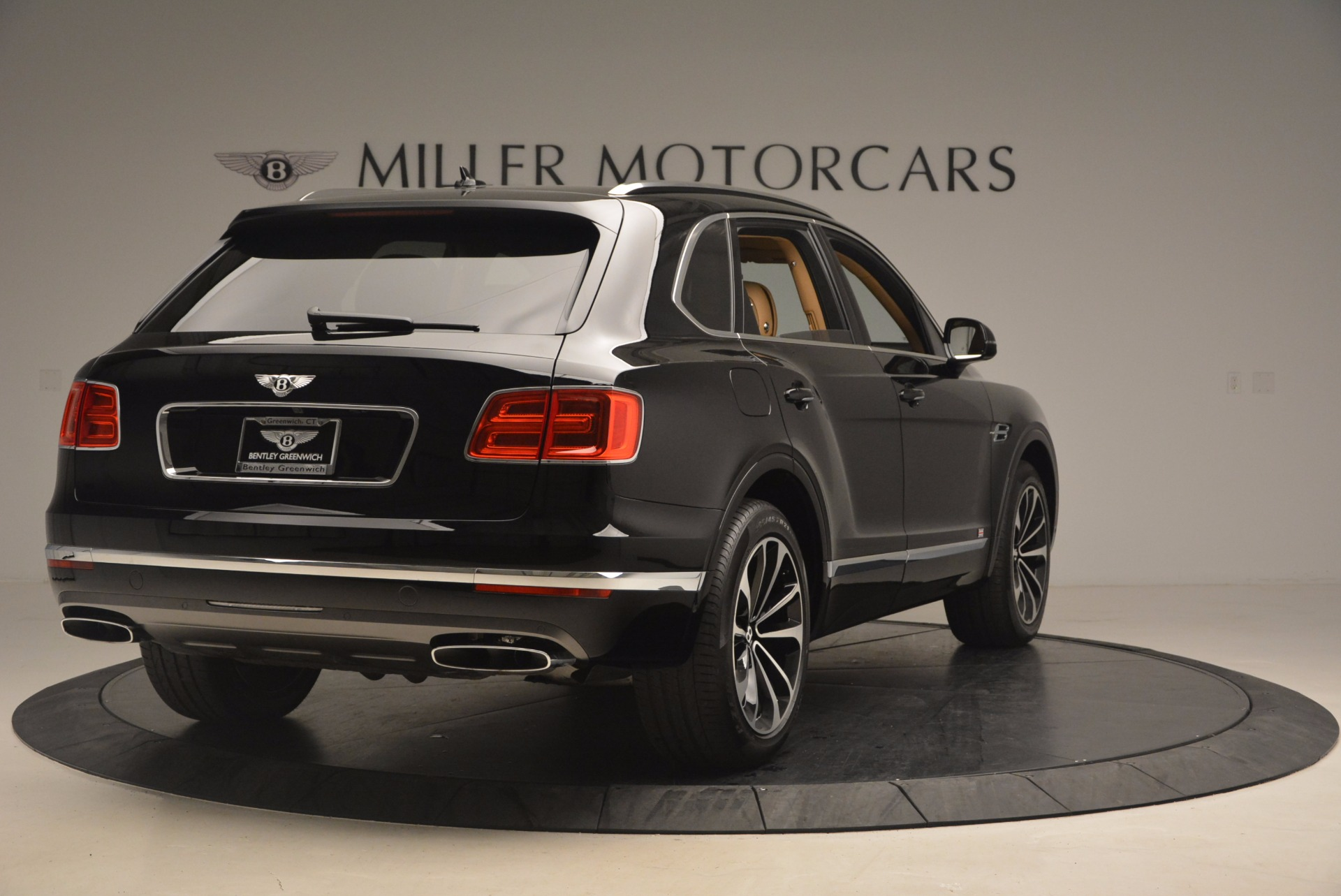 Used 2017 Bentley Bentayga  For Sale In Greenwich, CT. Alfa Romeo of Greenwich, B1253 1139_p7