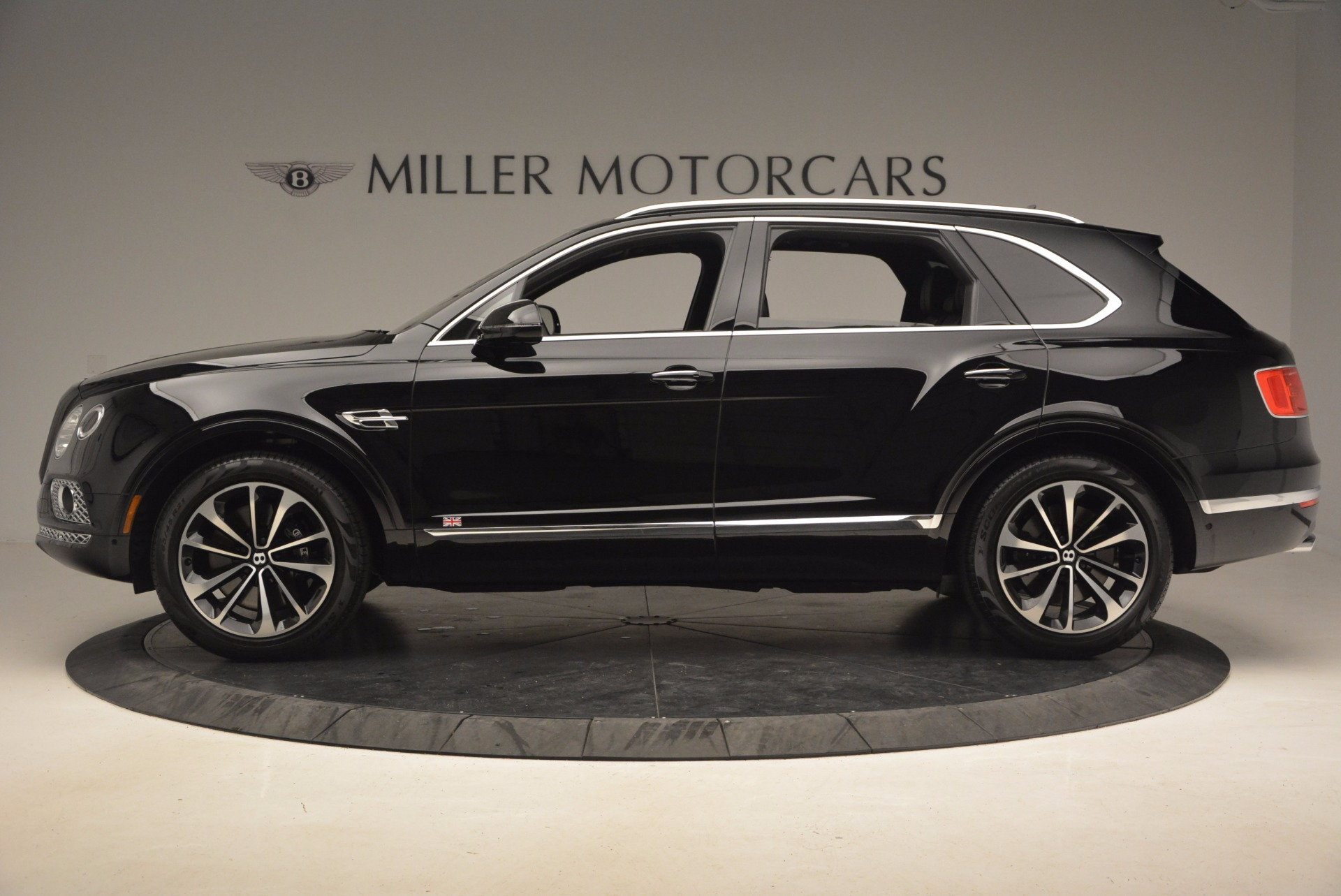 New 2017 Bentley Bentayga  For Sale In Greenwich, CT. Alfa Romeo of Greenwich, B1252 1140_p4