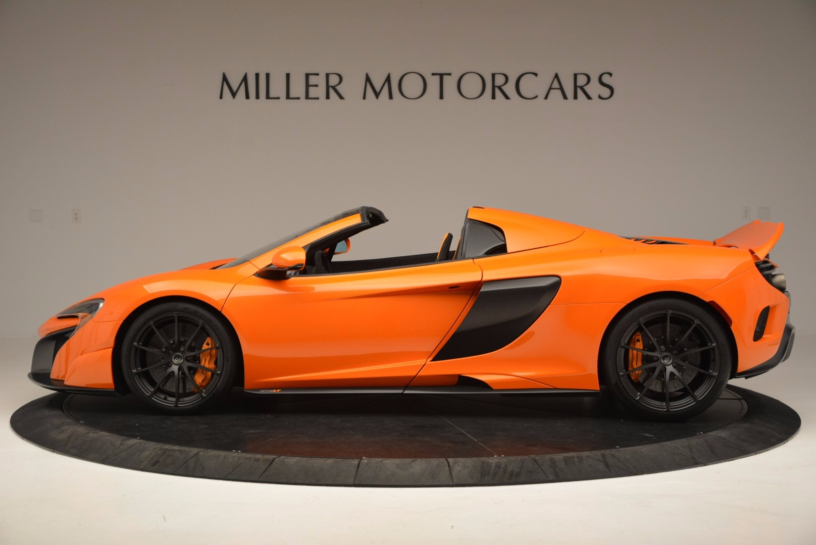 Used 2016 McLaren 675LT Spider Convertible For Sale In Greenwich, CT. Alfa Romeo of Greenwich, 3159 1150_p3