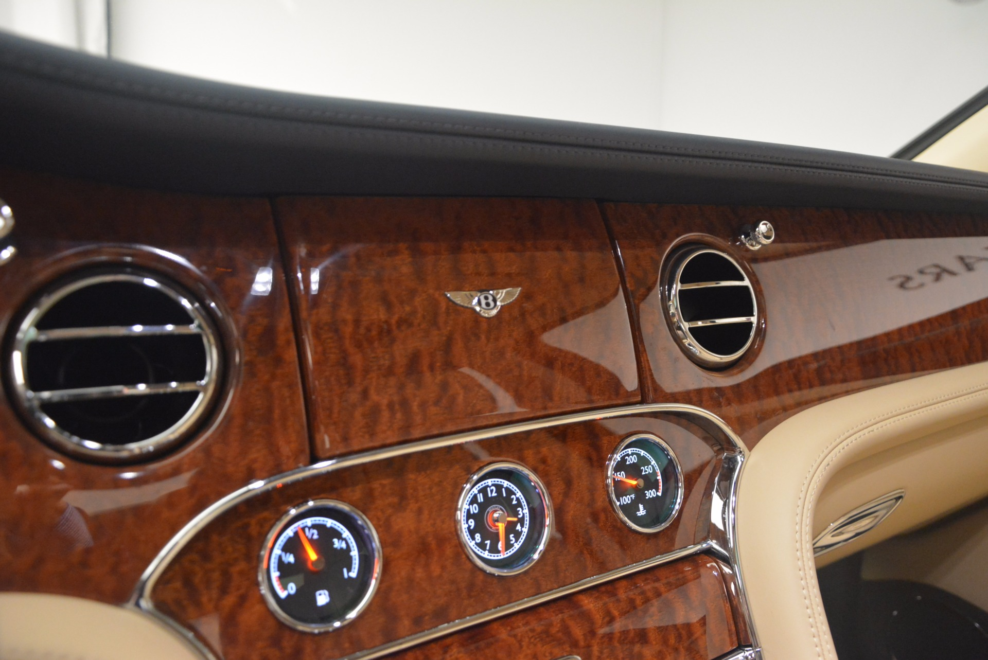 Used 2016 Bentley Mulsanne  For Sale In Greenwich, CT. Alfa Romeo of Greenwich, 7208 1173_p25