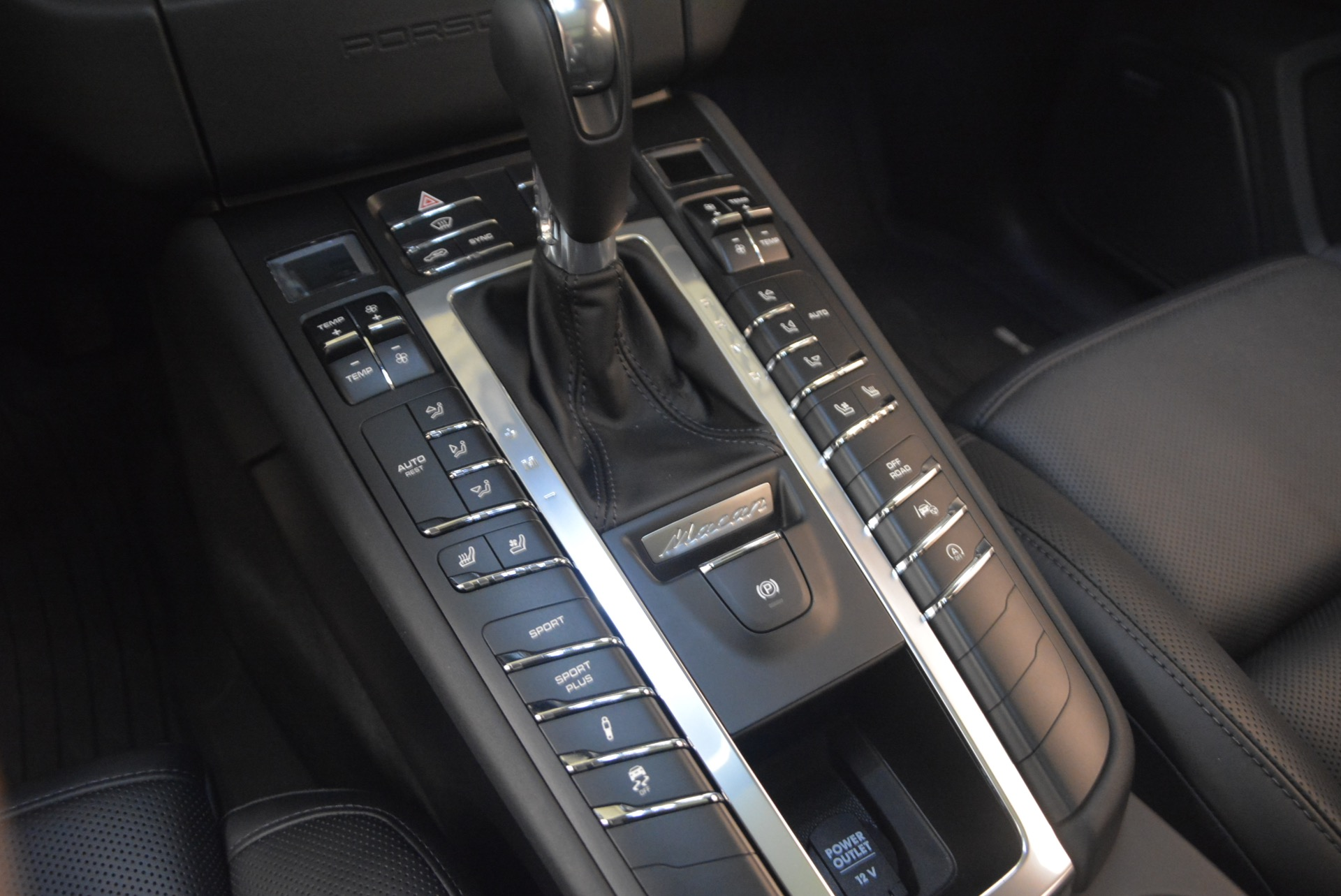 Used 2016 Porsche Macan Turbo For Sale In Greenwich, CT. Alfa Romeo of Greenwich, L083A 1177_p20