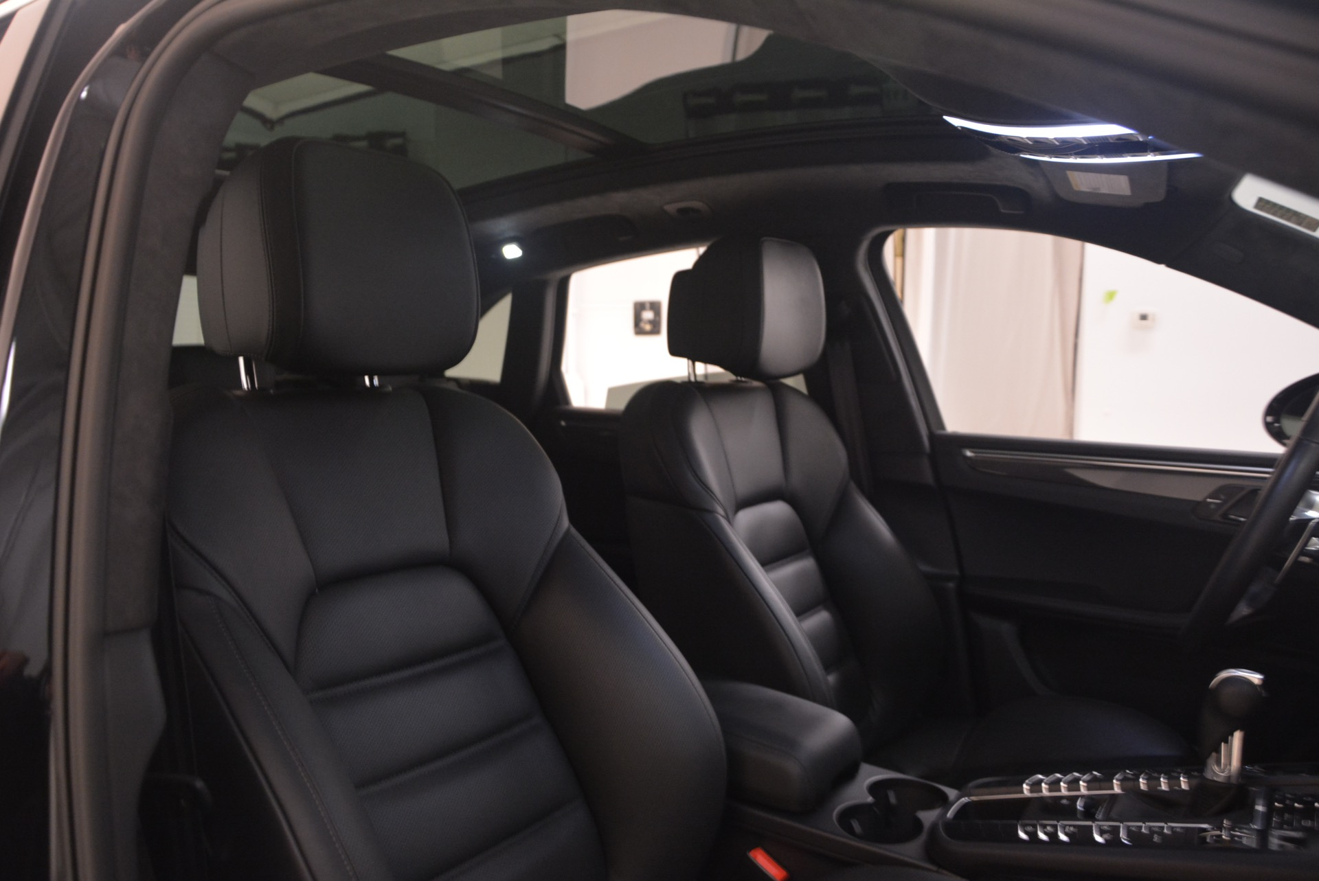 Used 2016 Porsche Macan Turbo For Sale In Greenwich, CT. Alfa Romeo of Greenwich, L083A 1177_p31