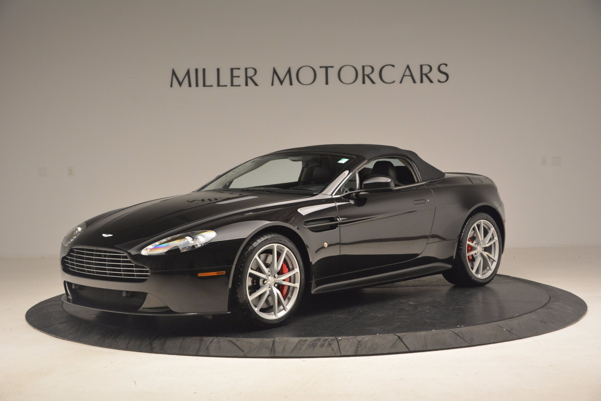 Used 2012 Aston Martin V8 Vantage S Roadster For Sale In Greenwich, CT. Alfa Romeo of Greenwich, 4328A 1181_p14