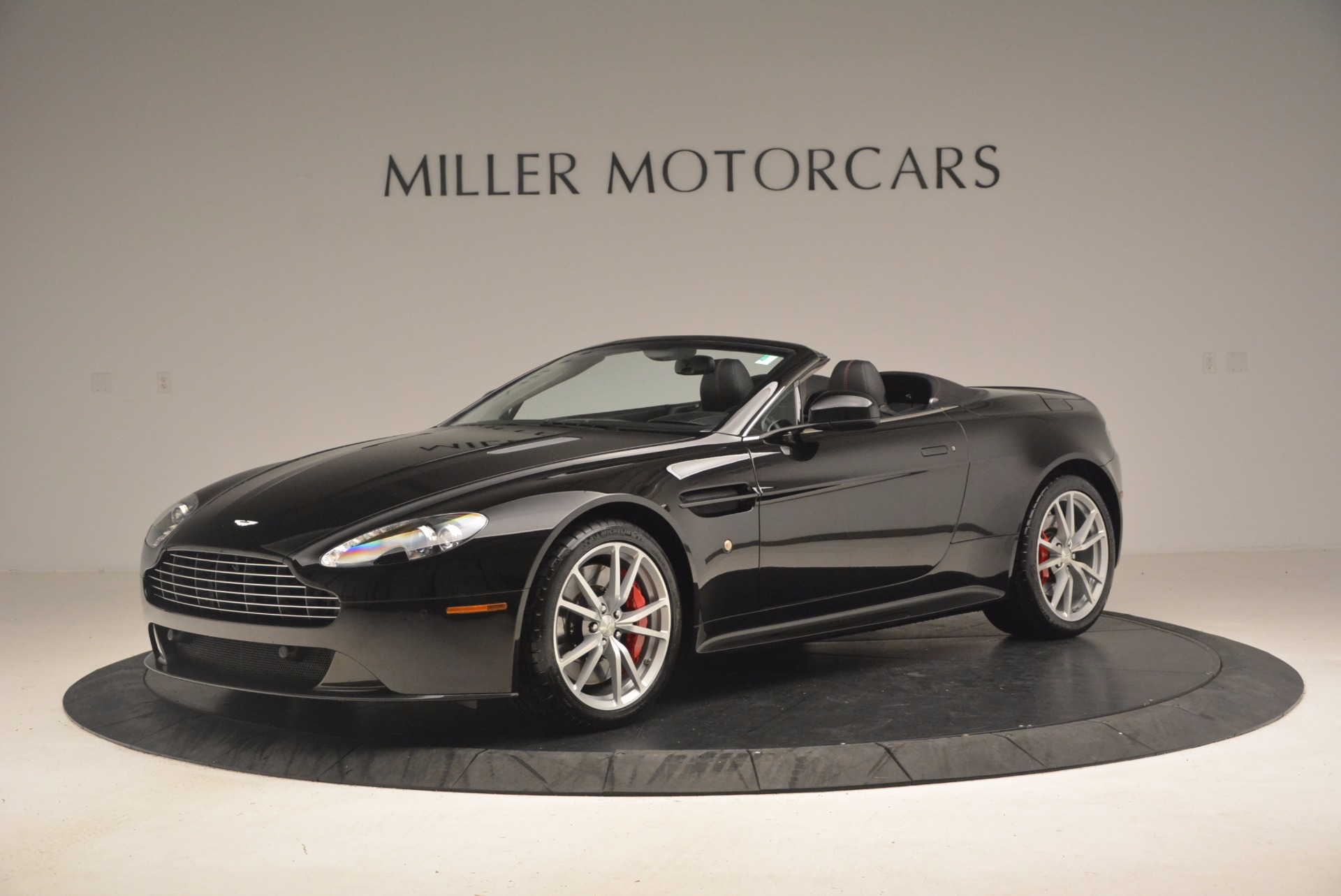Used 2012 Aston Martin V8 Vantage S Roadster For Sale In Greenwich, CT. Alfa Romeo of Greenwich, 4328A 1181_p2