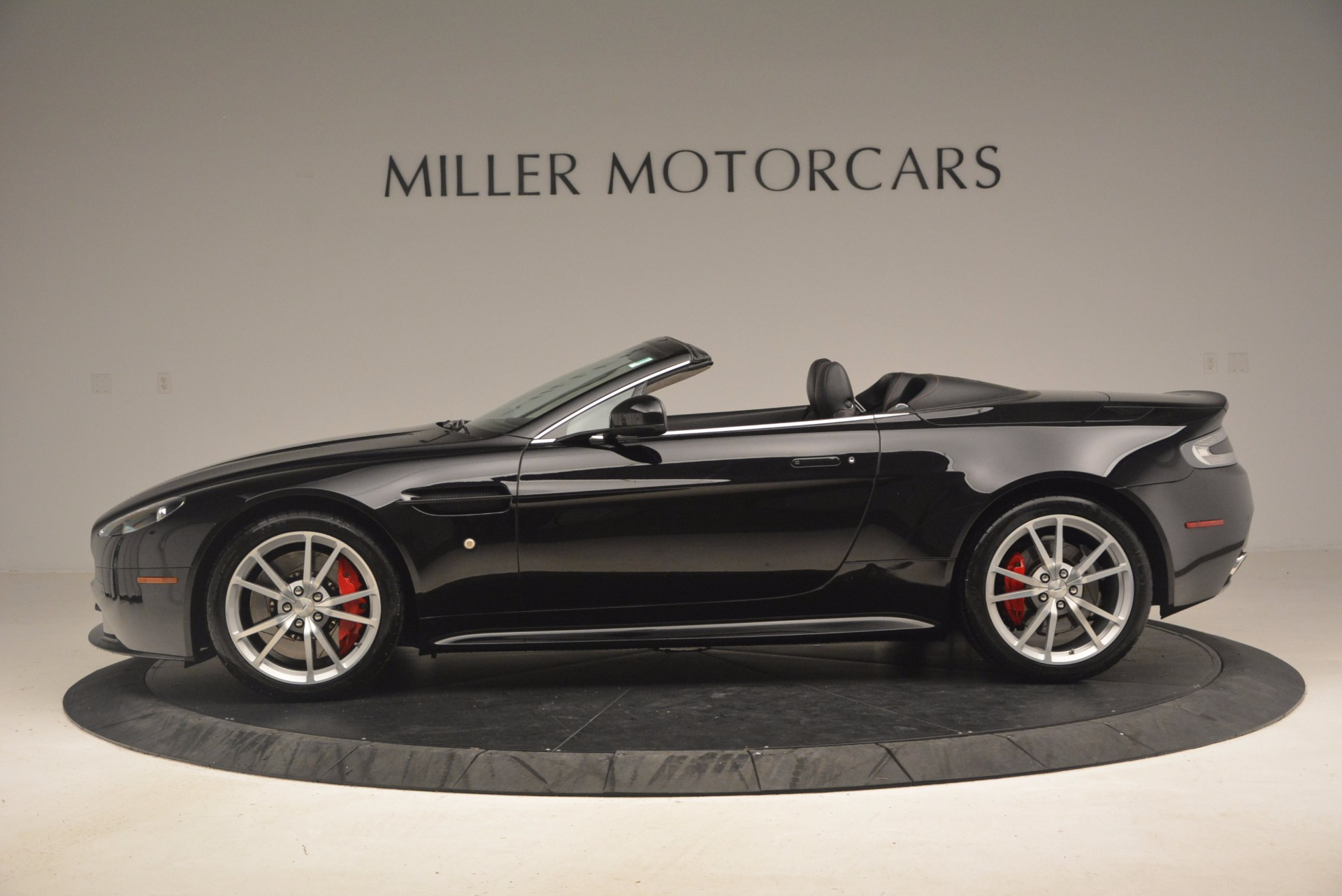 Used 2012 Aston Martin V8 Vantage S Roadster For Sale In Greenwich, CT. Alfa Romeo of Greenwich, 4328A 1181_p3