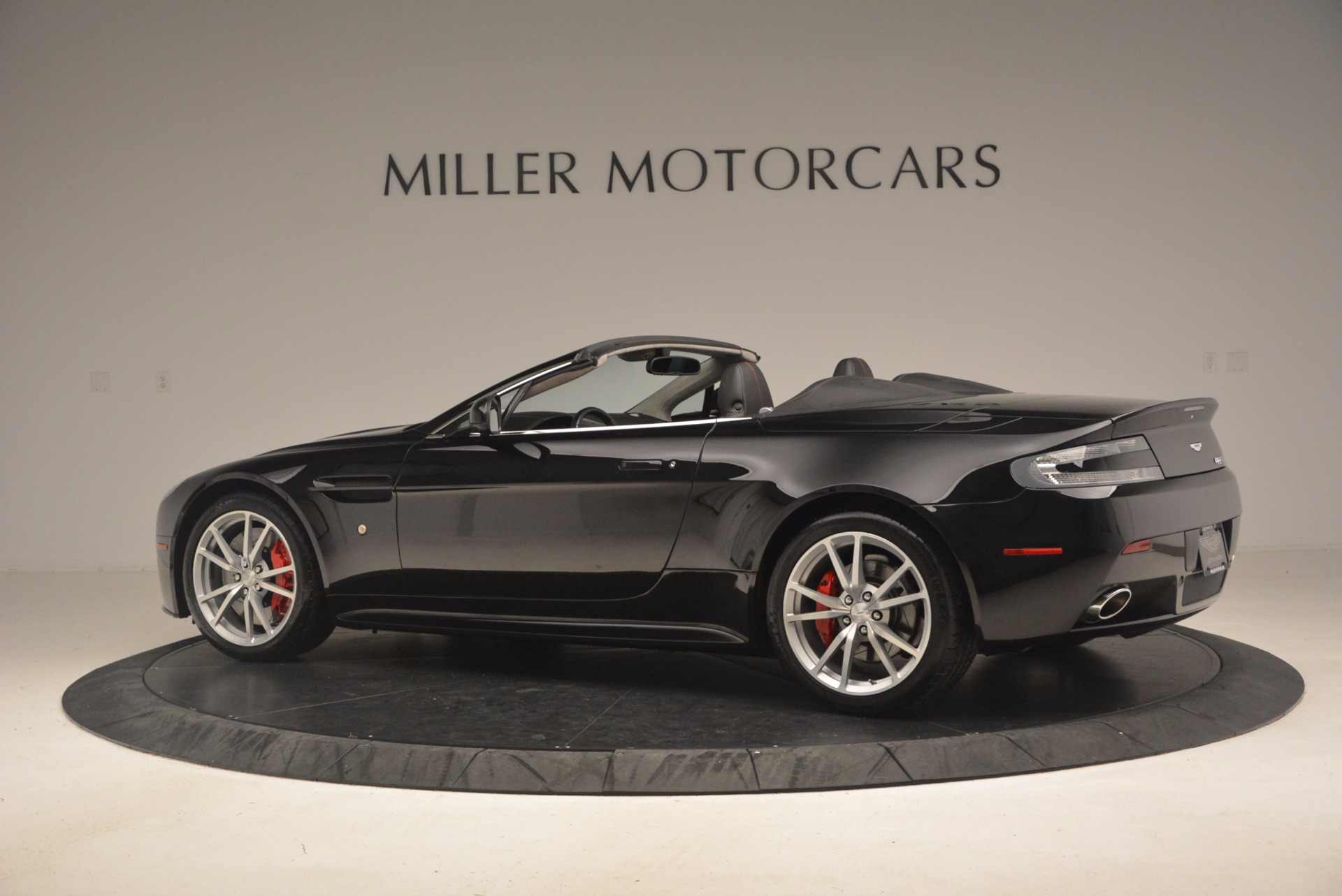 Used 2012 Aston Martin V8 Vantage S Roadster For Sale In Greenwich, CT. Alfa Romeo of Greenwich, 4328A 1181_p4