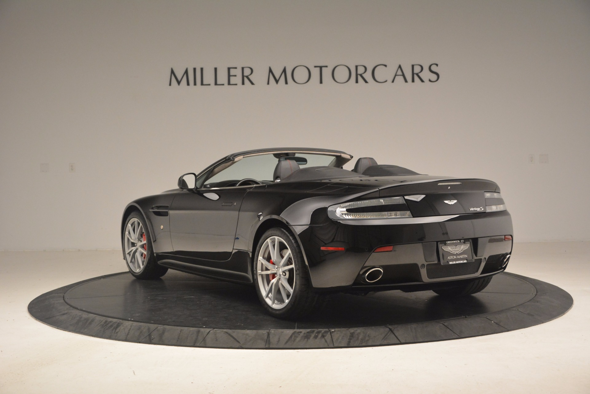 Used 2012 Aston Martin V8 Vantage S Roadster For Sale In Greenwich, CT. Alfa Romeo of Greenwich, 4328A 1181_p5
