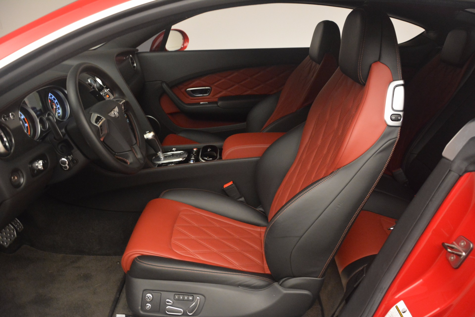 Used 2013 Bentley Continental GT V8 For Sale In Greenwich, CT. Alfa Romeo of Greenwich, 4371A 1185_p21