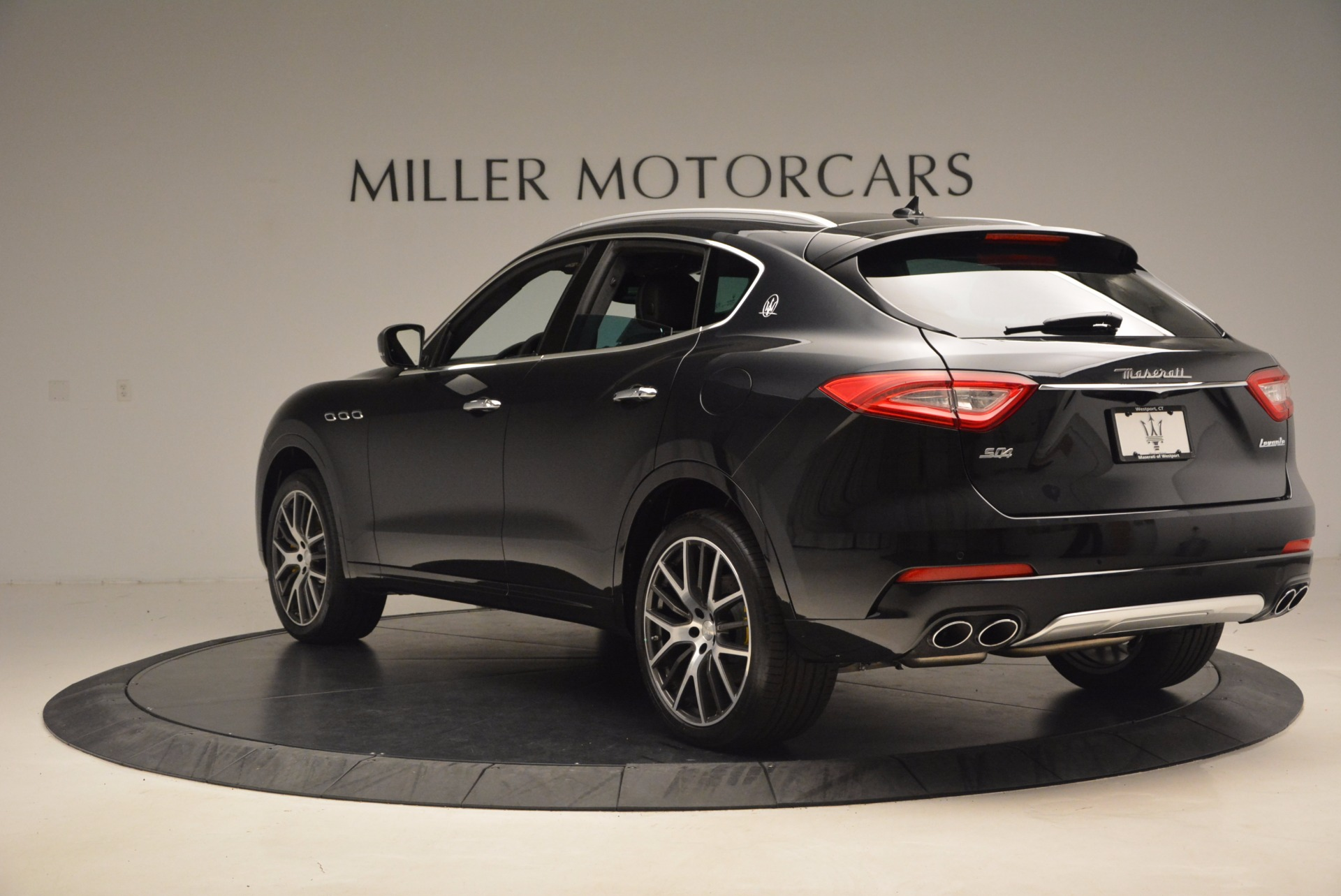 New 2017 Maserati Levante S For Sale In Greenwich, CT. Alfa Romeo of Greenwich, W460 1215_p5