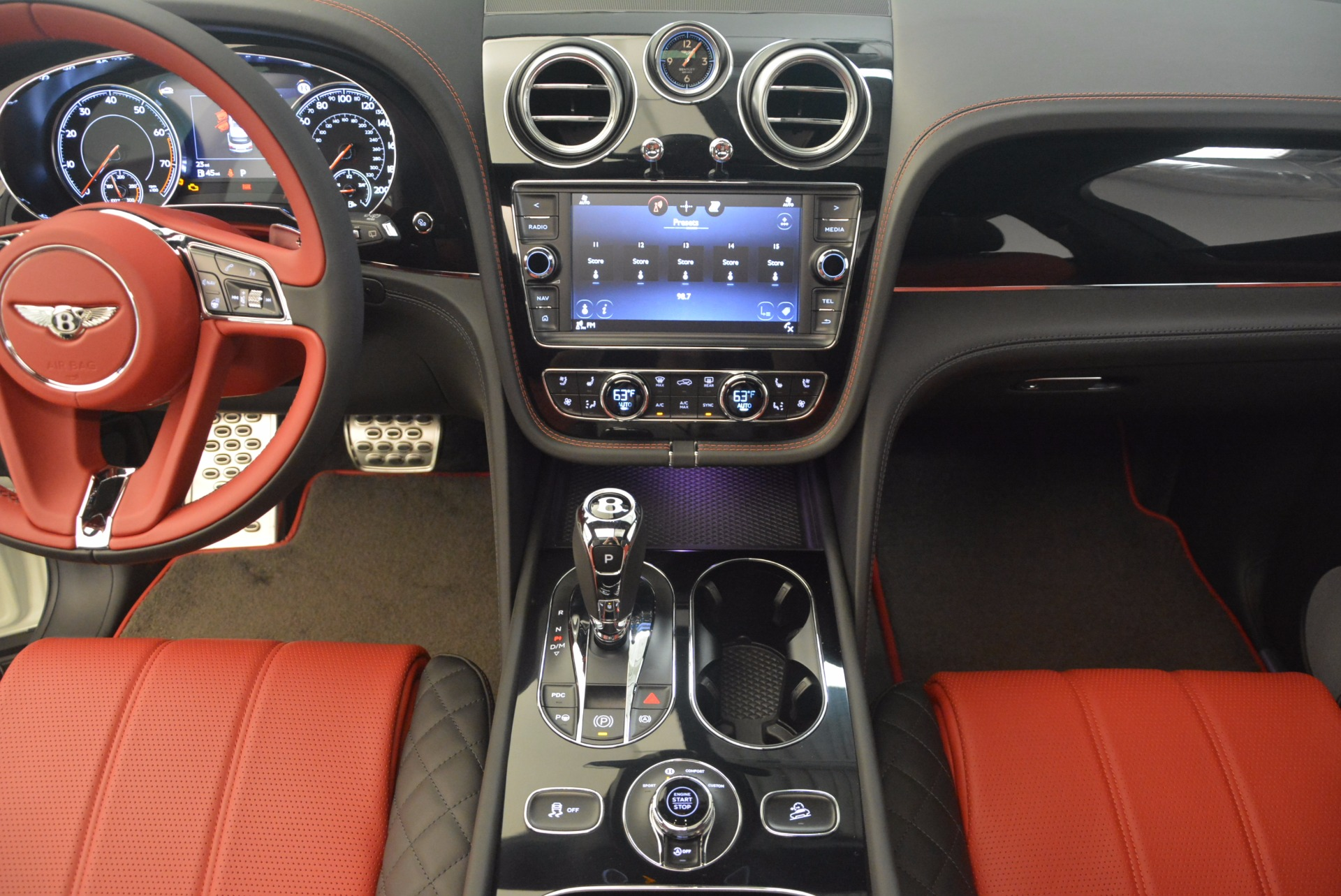 New 2018 Bentley Bentayga Black Edition For Sale In Greenwich, CT. Alfa Romeo of Greenwich, B1265 1221_p40