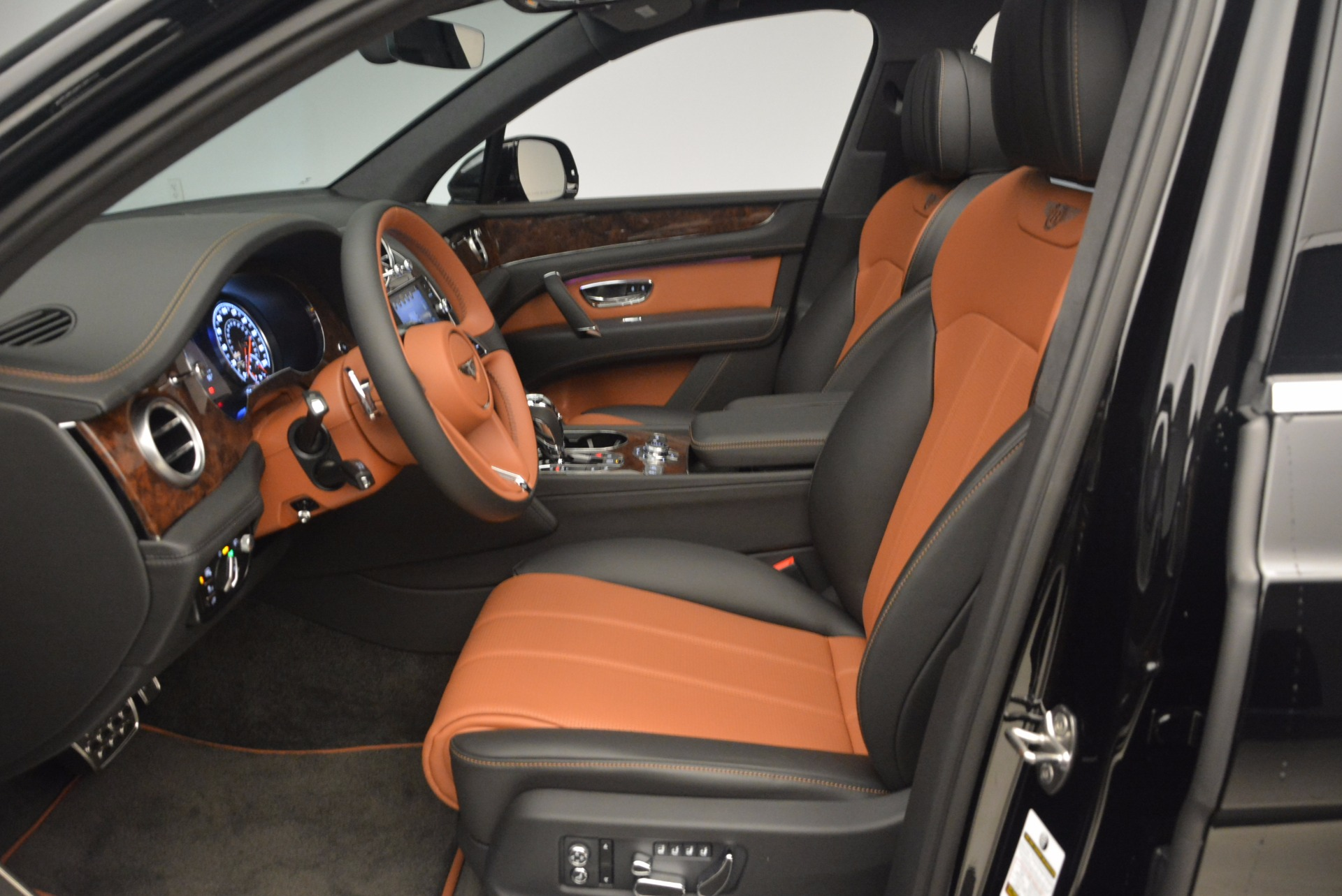New 2018 Bentley Bentayga Activity Edition-Now with seating for 7!!! For Sale In Greenwich, CT. Alfa Romeo of Greenwich, B1257 1255_p23