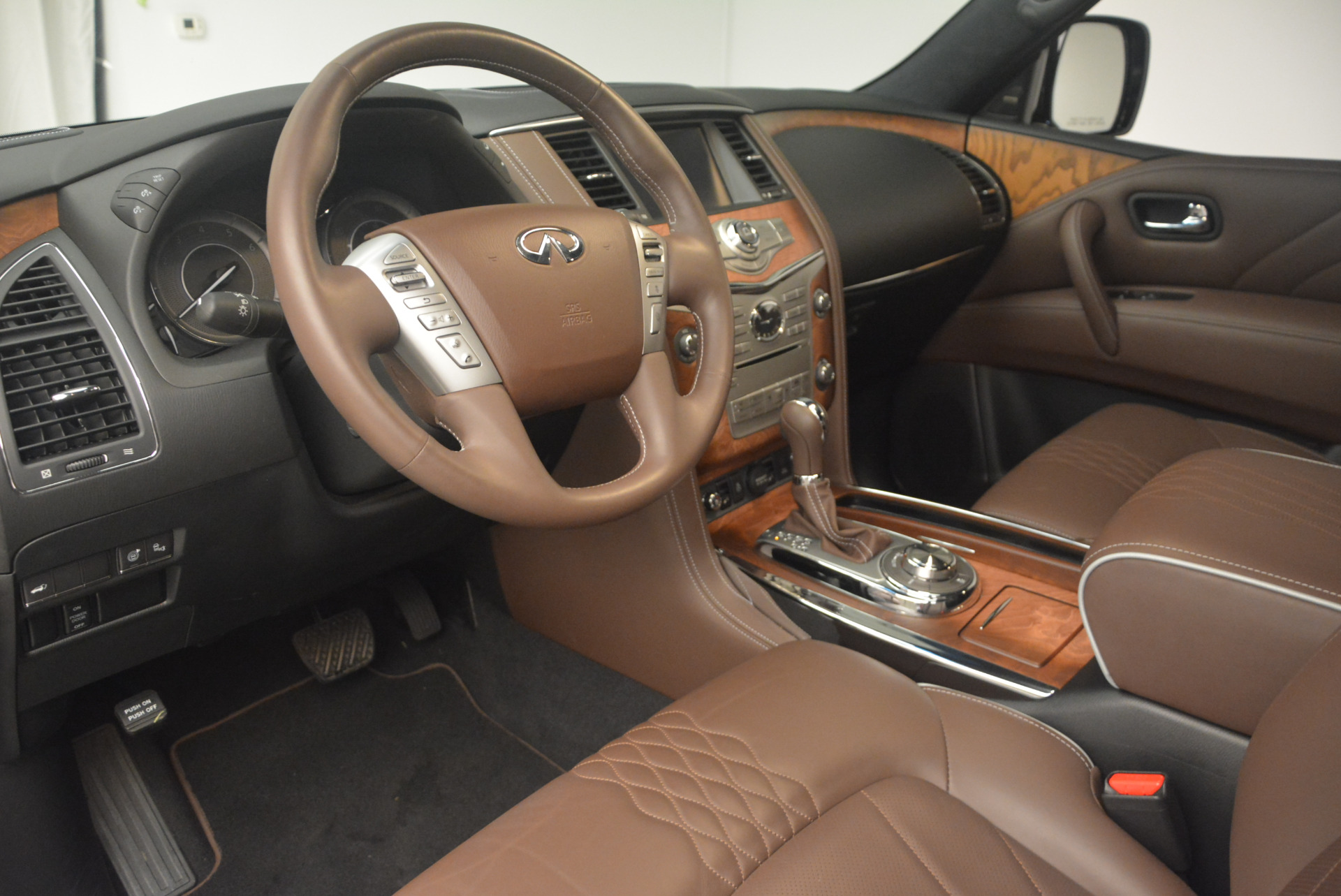 Used 2015 INFINITI QX80 Limited 4WD For Sale In Greenwich, CT. Alfa Romeo of Greenwich, M1726A 1289_p15