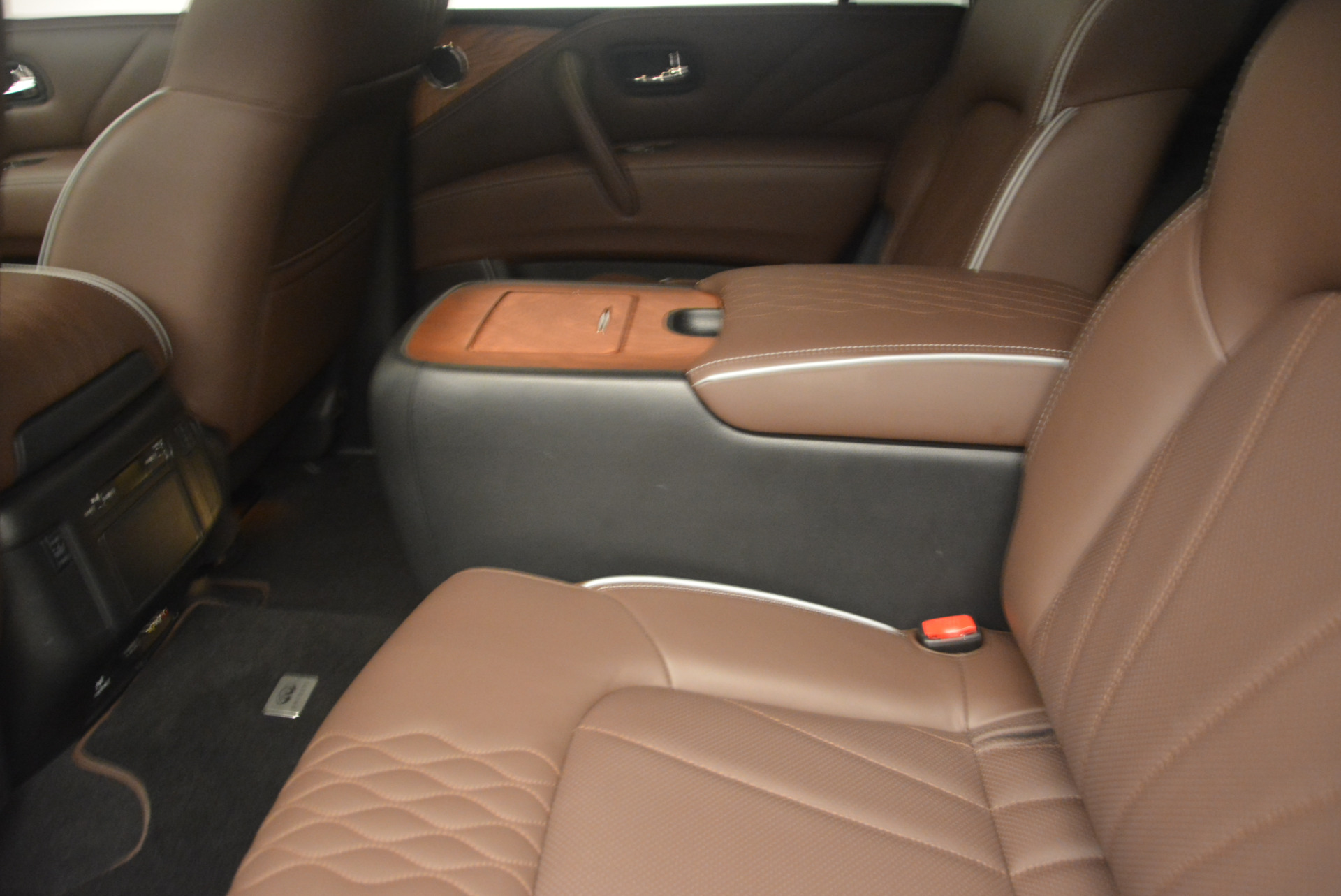 Used 2015 INFINITI QX80 Limited 4WD For Sale In Greenwich, CT. Alfa Romeo of Greenwich, M1726A 1289_p18
