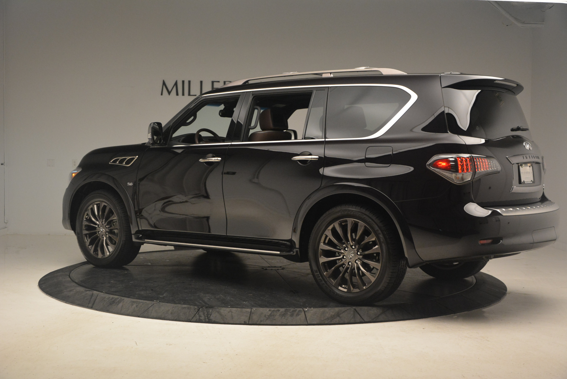 Used 2015 INFINITI QX80 Limited 4WD For Sale In Greenwich, CT. Alfa Romeo of Greenwich, M1726A 1289_p4