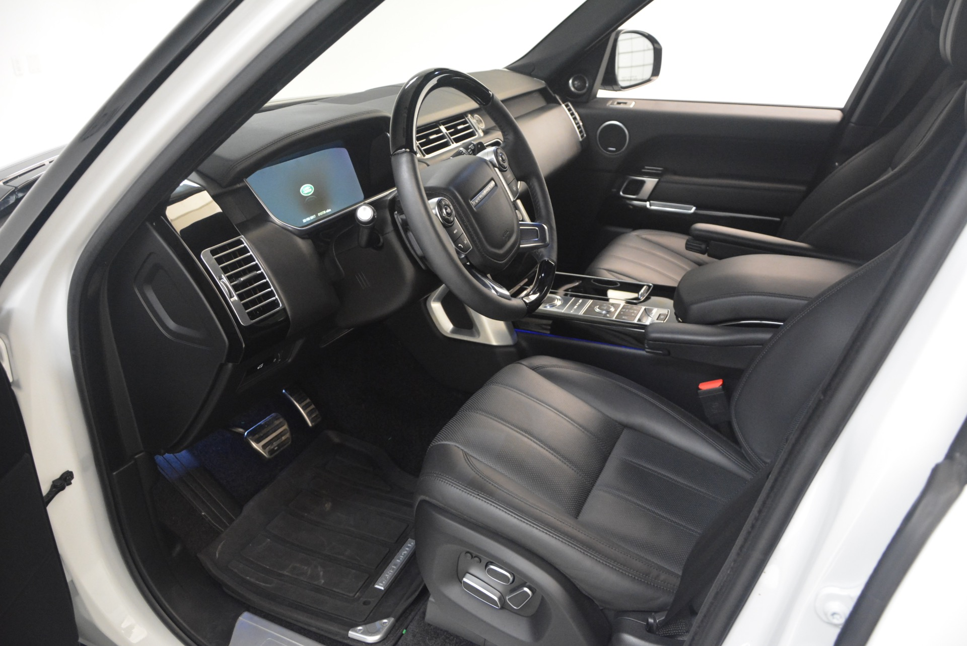 Used 2015 Land Rover Range Rover Supercharged For Sale In Greenwich, CT. Alfa Romeo of Greenwich, B1265A 1292_p17