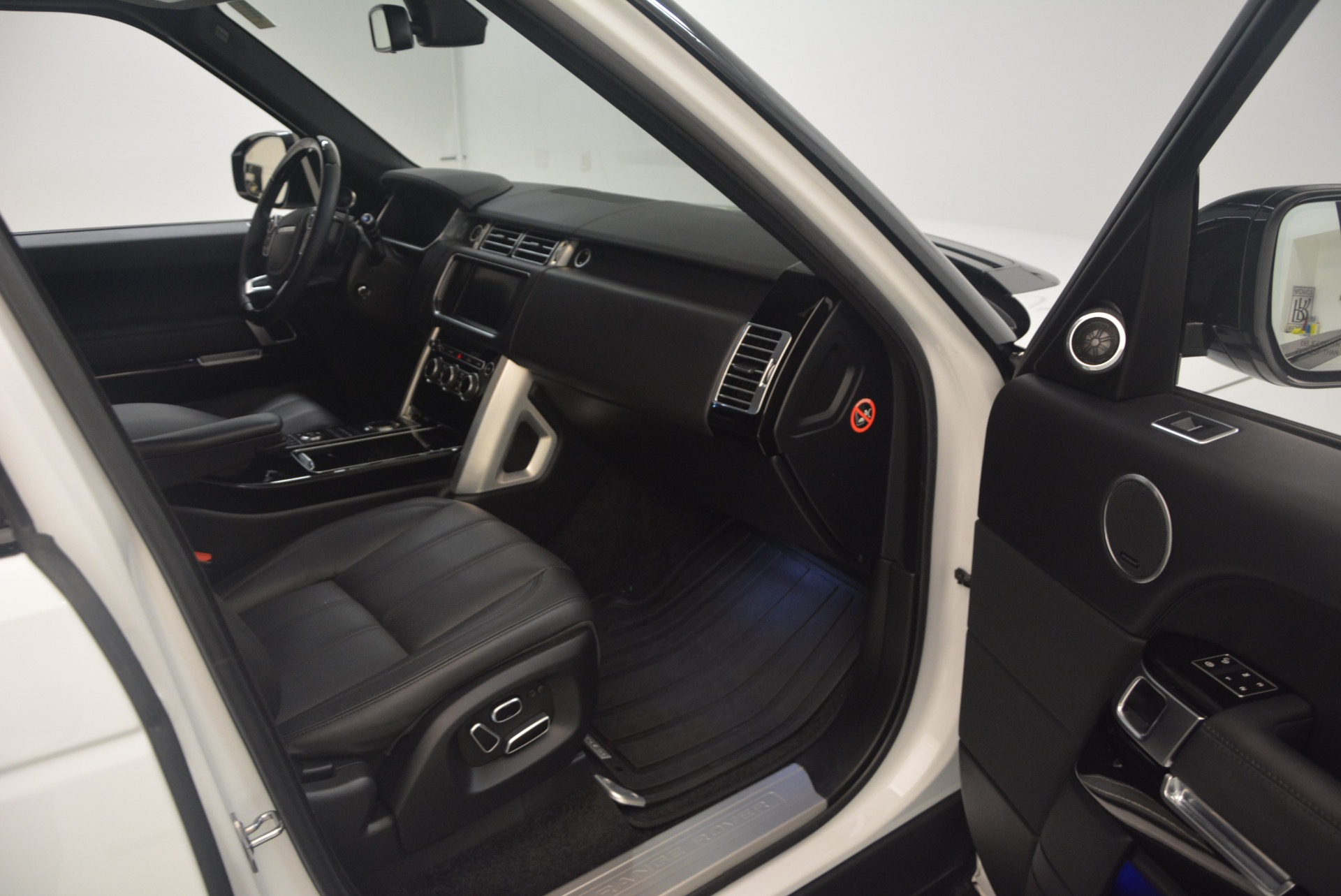 Used 2015 Land Rover Range Rover Supercharged For Sale In Greenwich, CT. Alfa Romeo of Greenwich, B1265A 1292_p28