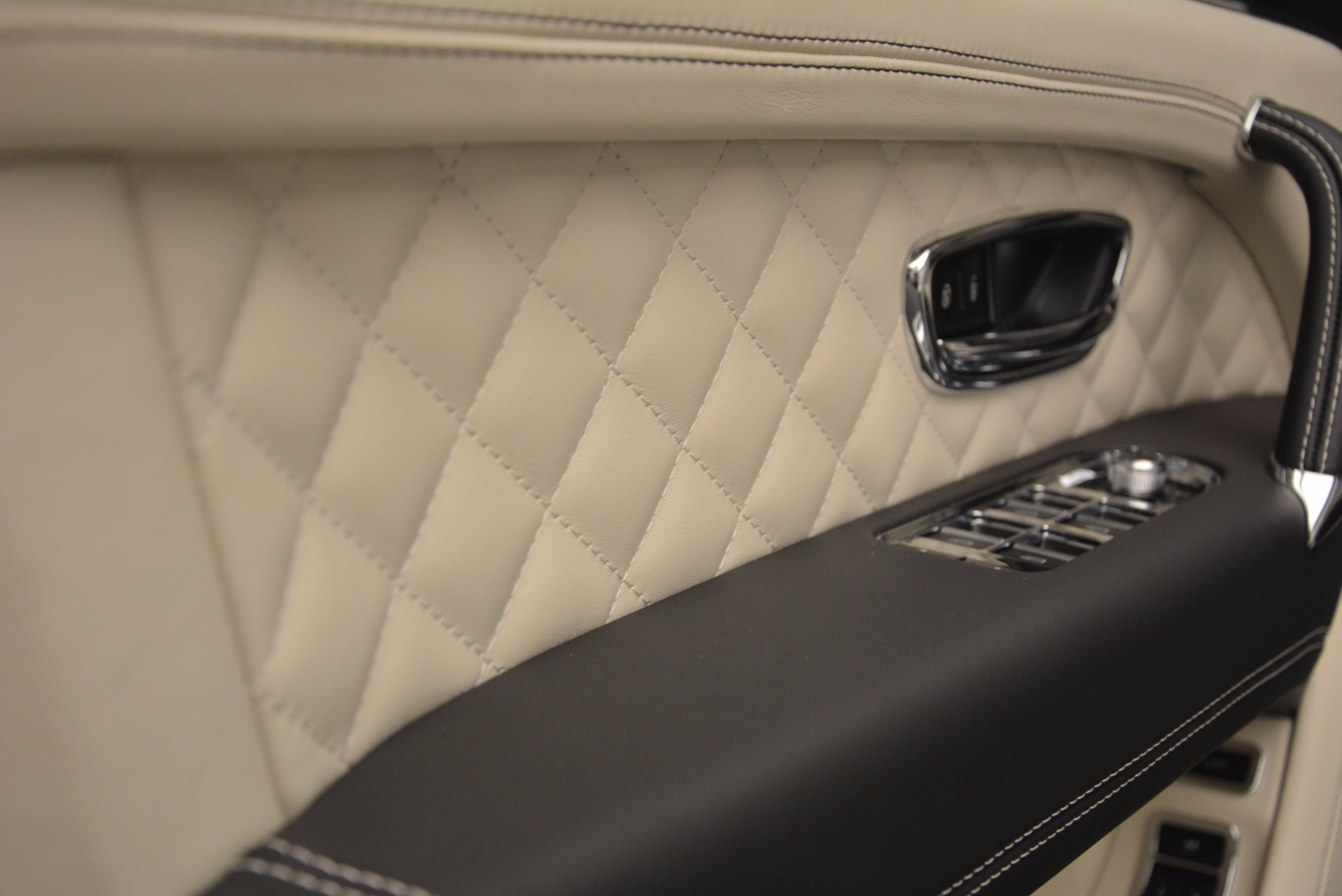 New 2018 Bentley Bentayga Black Edition For Sale In Greenwich, CT. Alfa Romeo of Greenwich, B1270 1302_p29