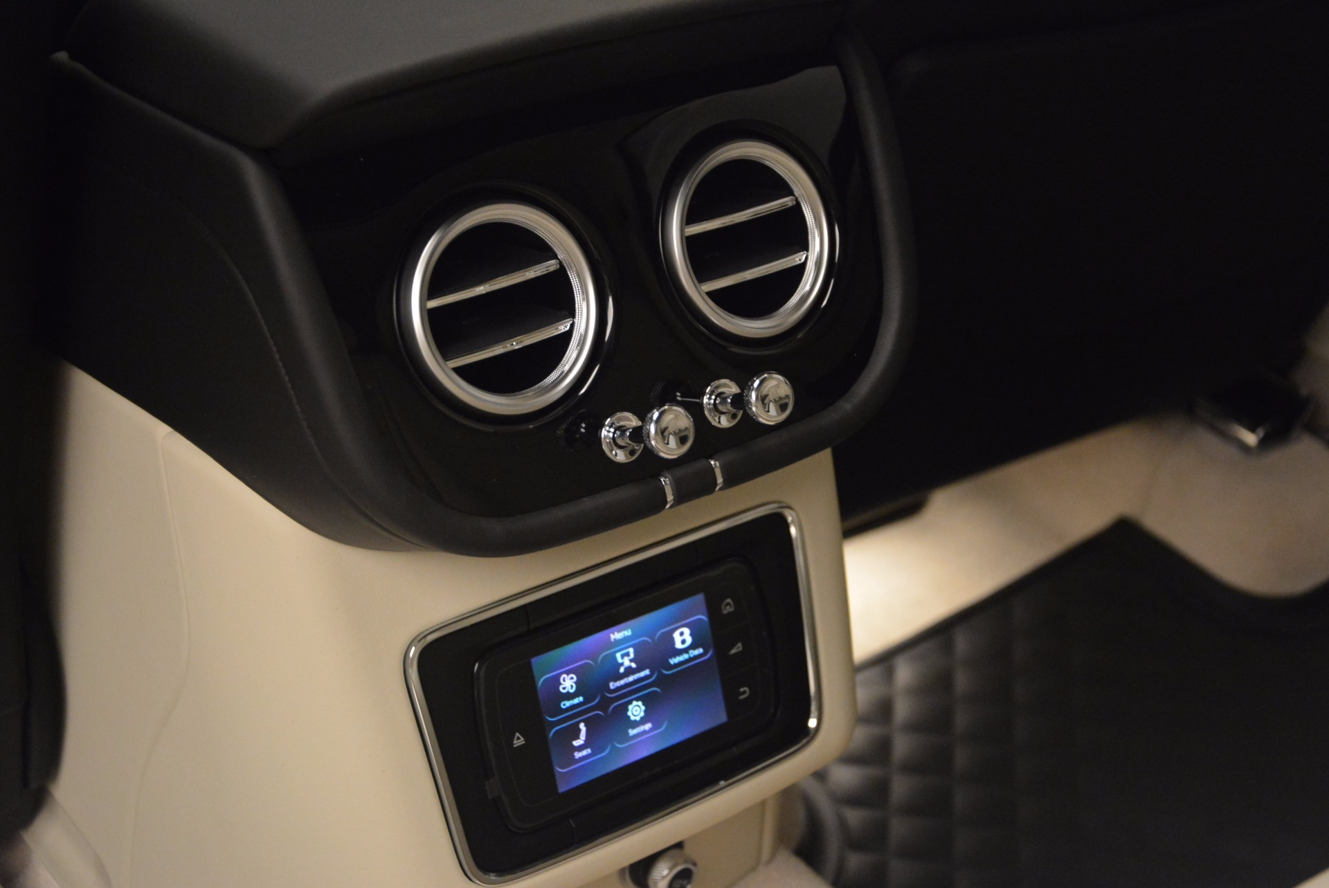 New 2018 Bentley Bentayga Black Edition For Sale In Greenwich, CT. Alfa Romeo of Greenwich, B1270 1302_p39