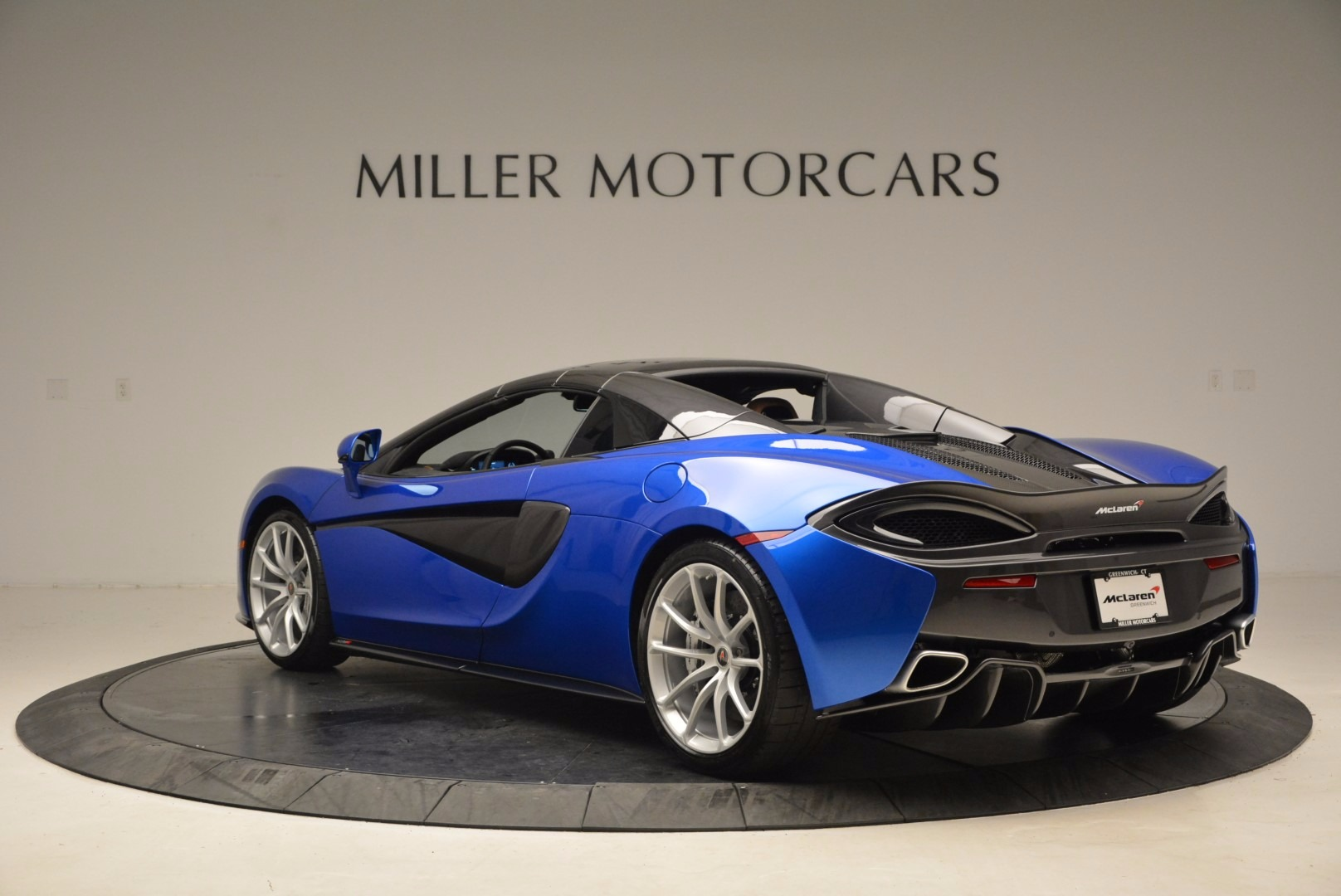 Used 2018 McLaren 570S Spider For Sale In Greenwich, CT. Alfa Romeo of Greenwich, MC316 1303_p17