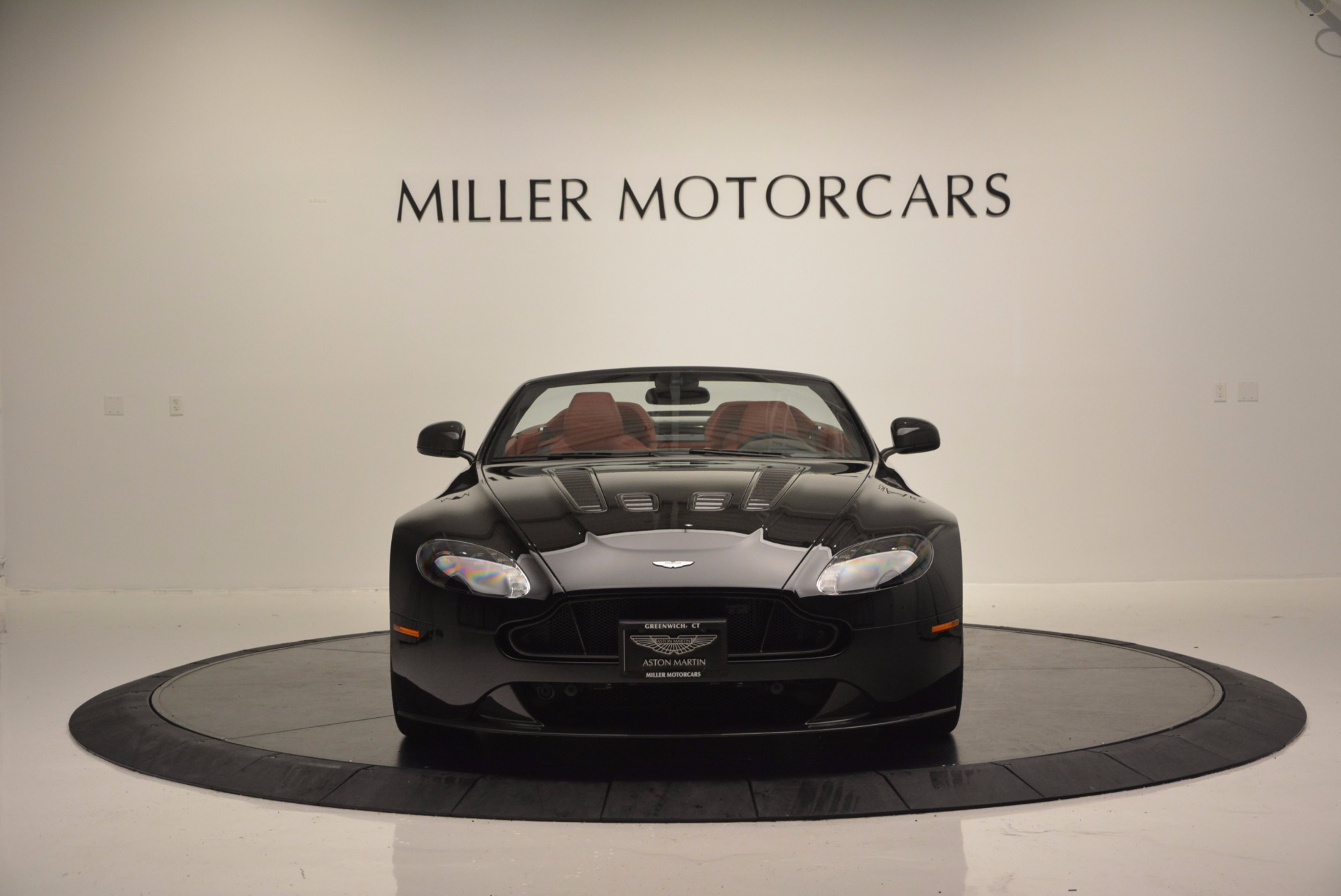Used 2015 Aston Martin V12 Vantage S Roadster For Sale In Greenwich, CT. Alfa Romeo of Greenwich, 7227 1335_p12