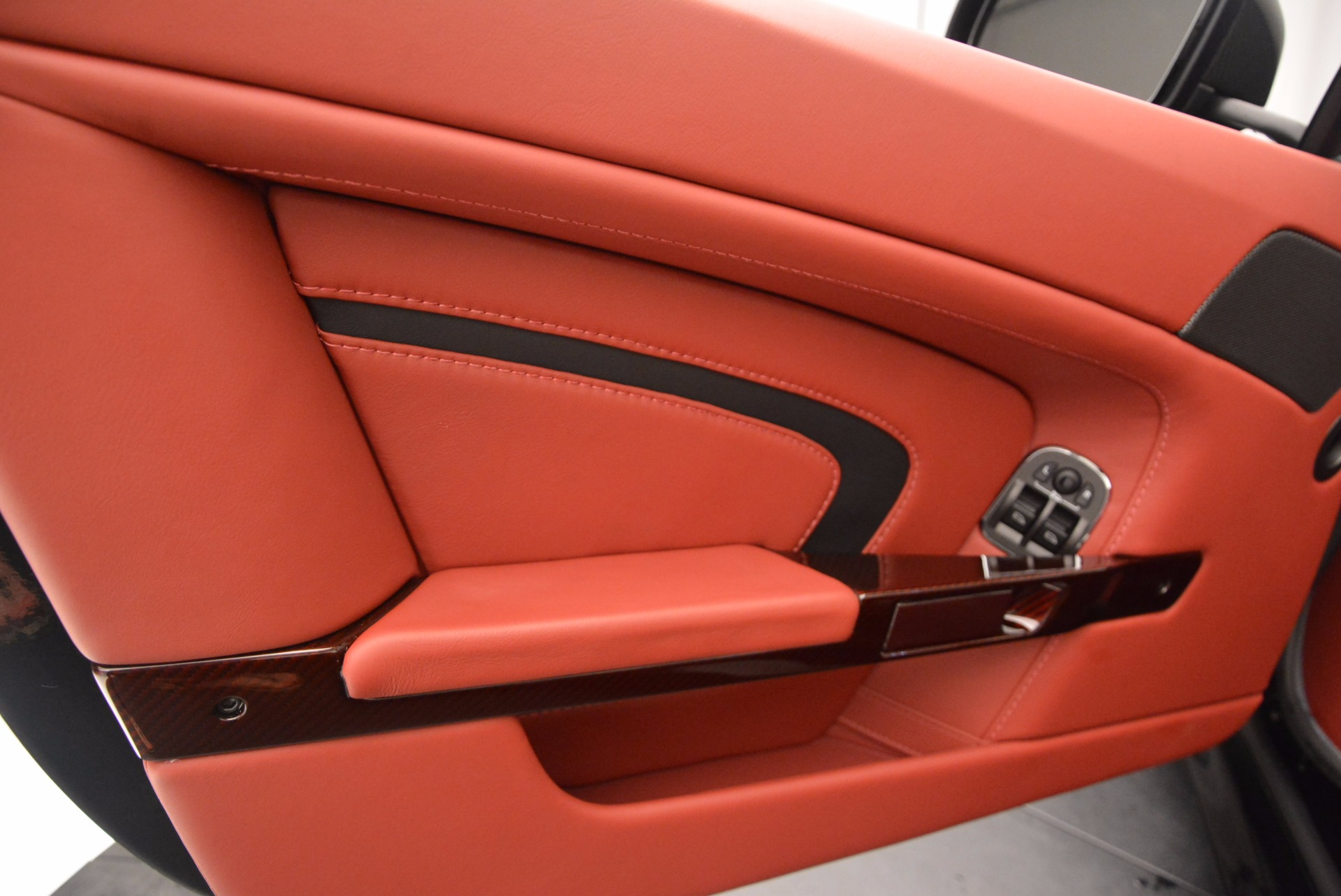 Used 2015 Aston Martin V12 Vantage S Roadster For Sale In Greenwich, CT. Alfa Romeo of Greenwich, 7227 1335_p23